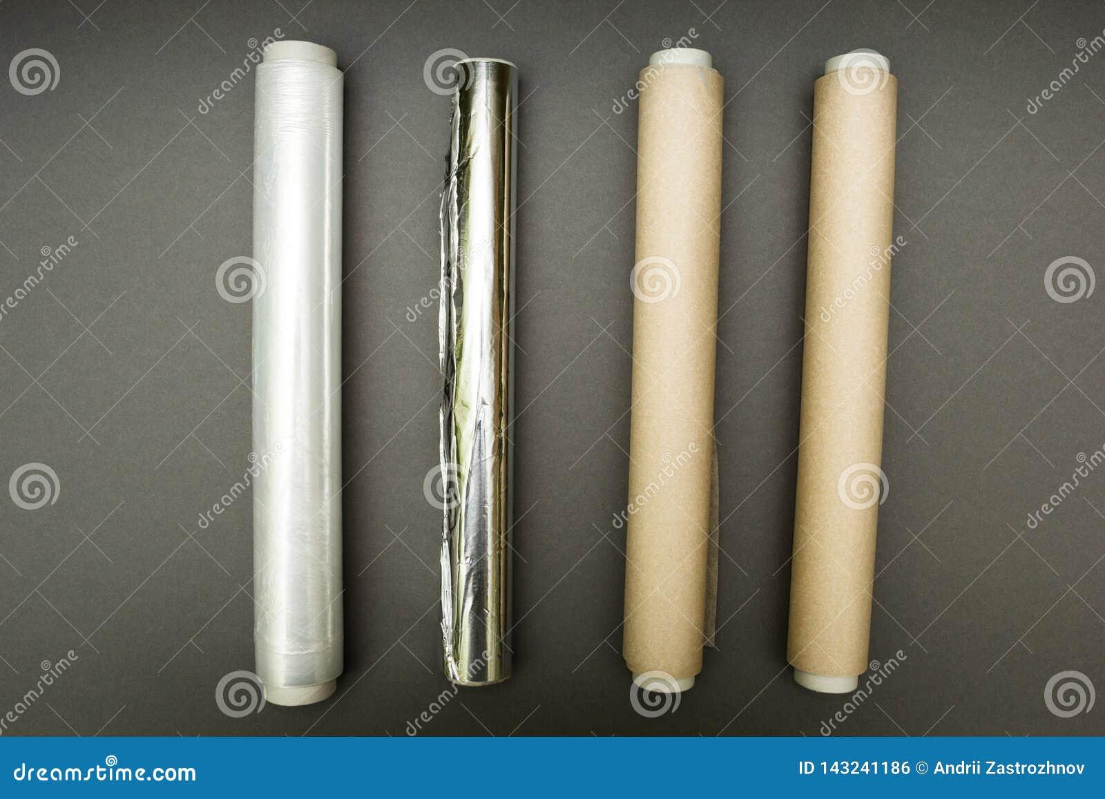 Πλαστικό περικάλυμμα, φύλλο αλουμινίου αργιλίου και ρόλος του εγγράφου περγαμηνής για το γκρίζο υπόβαθρο