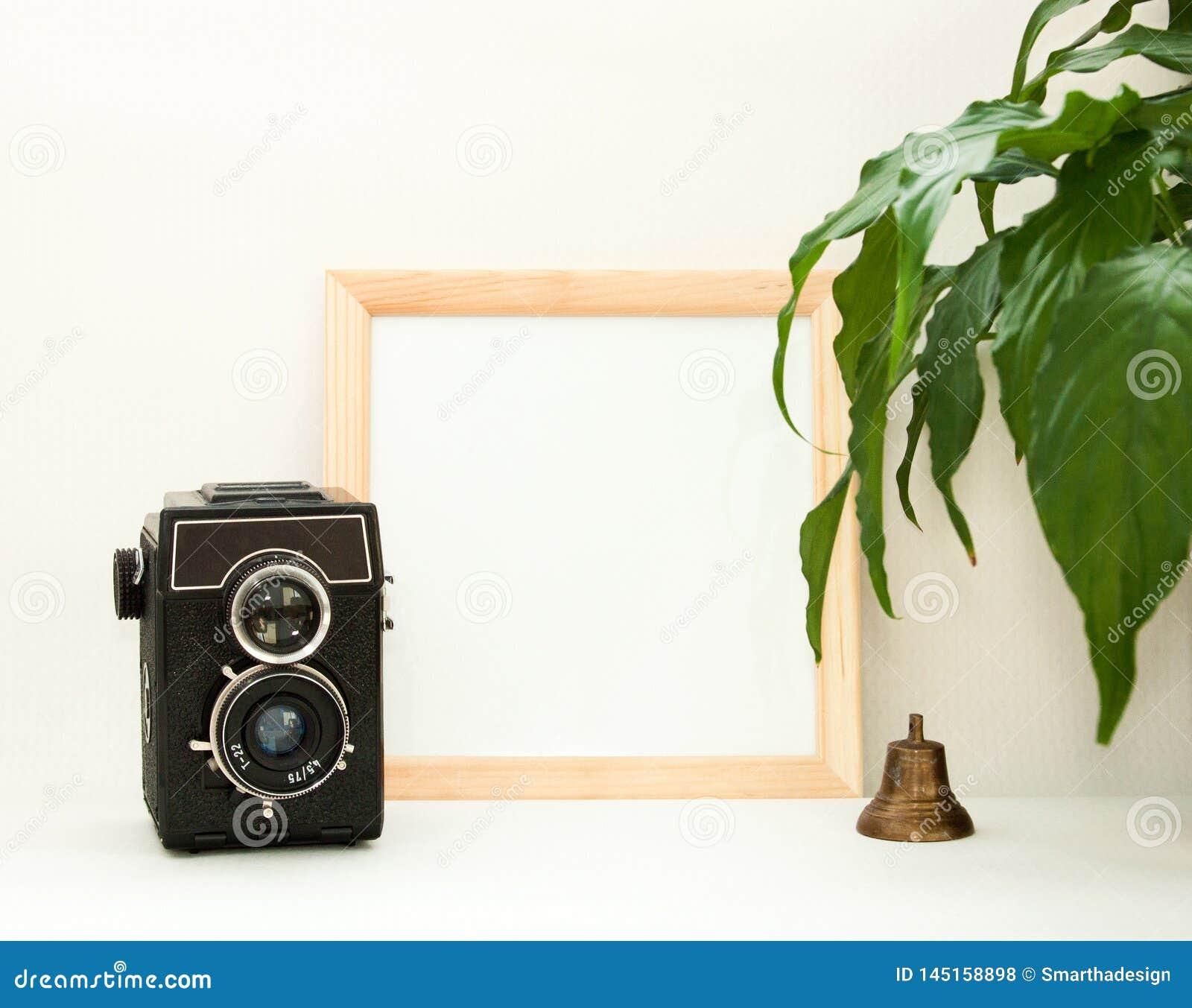 Πλαστό επάνω ξύλινο πλαίσιο, παλαιό κουδούνι καμερών, εγκαταστάσεων κ