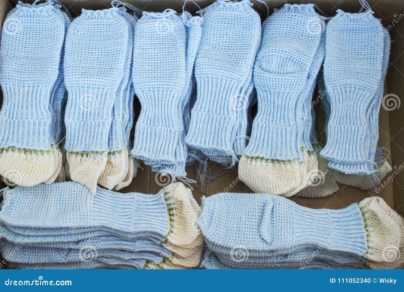 f3cdea890b72 Πλεκτά κομμάτια προς κατεργασία καλτσών στο πλέξιμο του καταστήματος ...