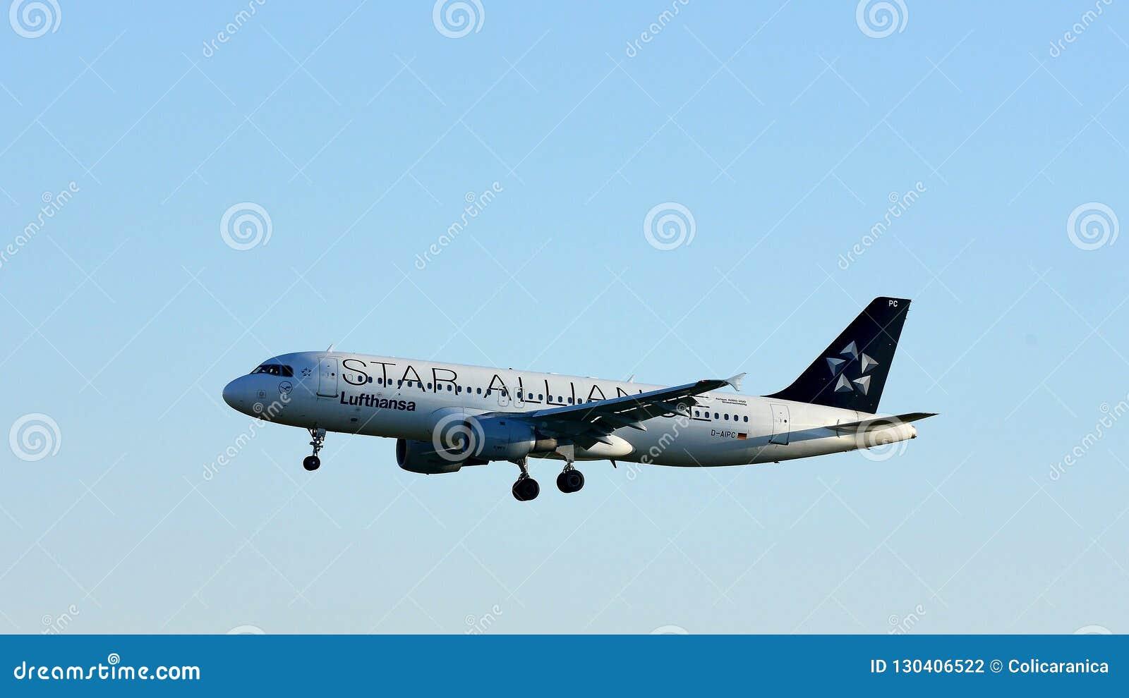 Πλησιάζοντας αερολιμένας αεροπλάνων της Lufthansa συμμαχίας αστεριών