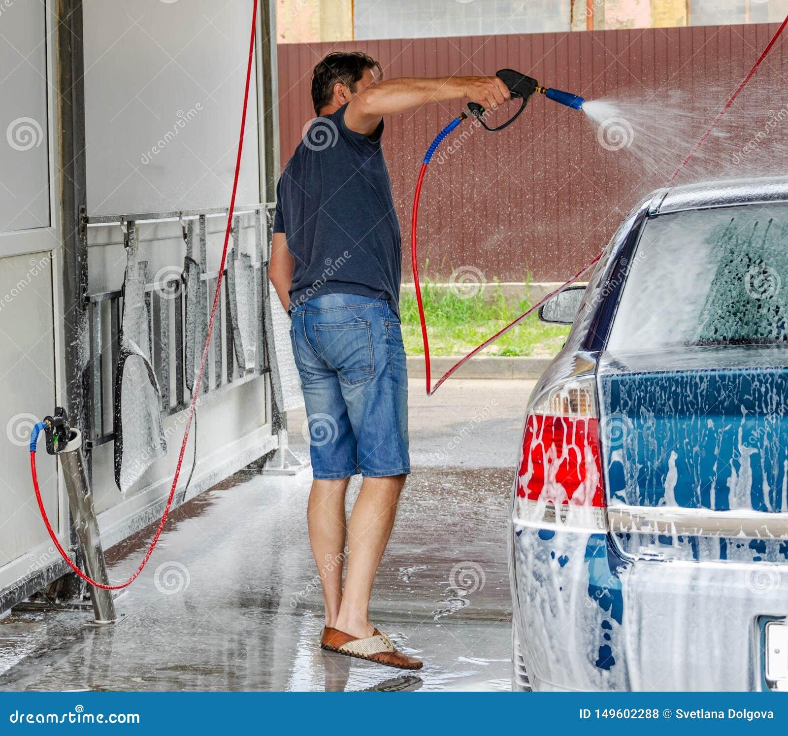 Πλύση αυτοκινήτων που χρησιμοποιεί το υψηλό νερό