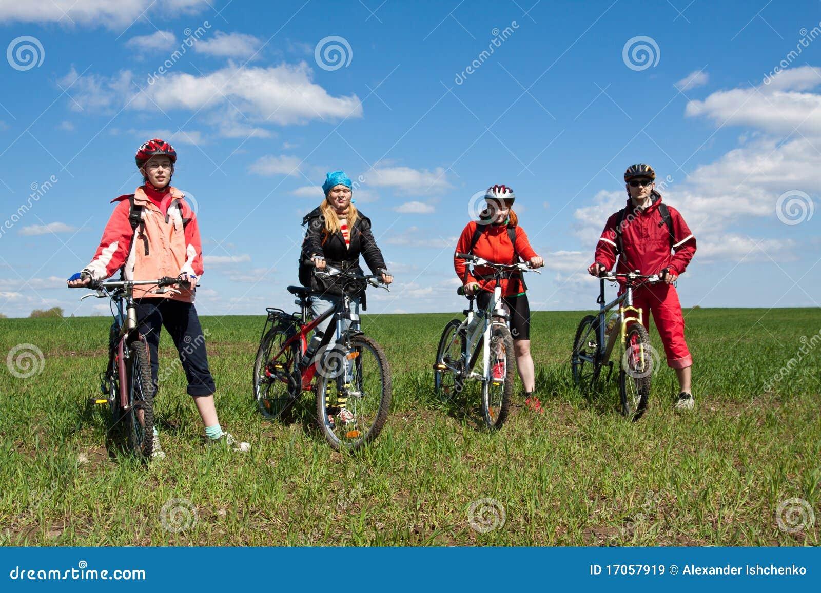 ποδήλατα τέσσερα ενηλίκ&ome