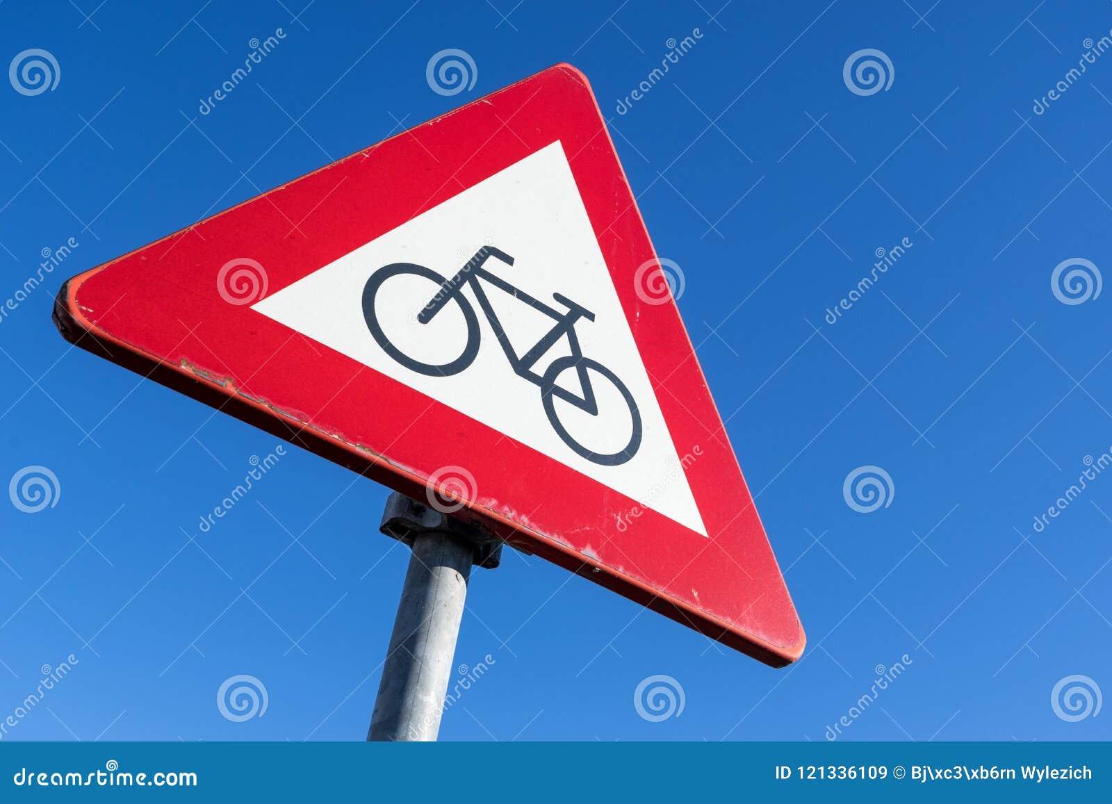 Ποδηλάτες και αναβάτες μοτοποδηλάτων