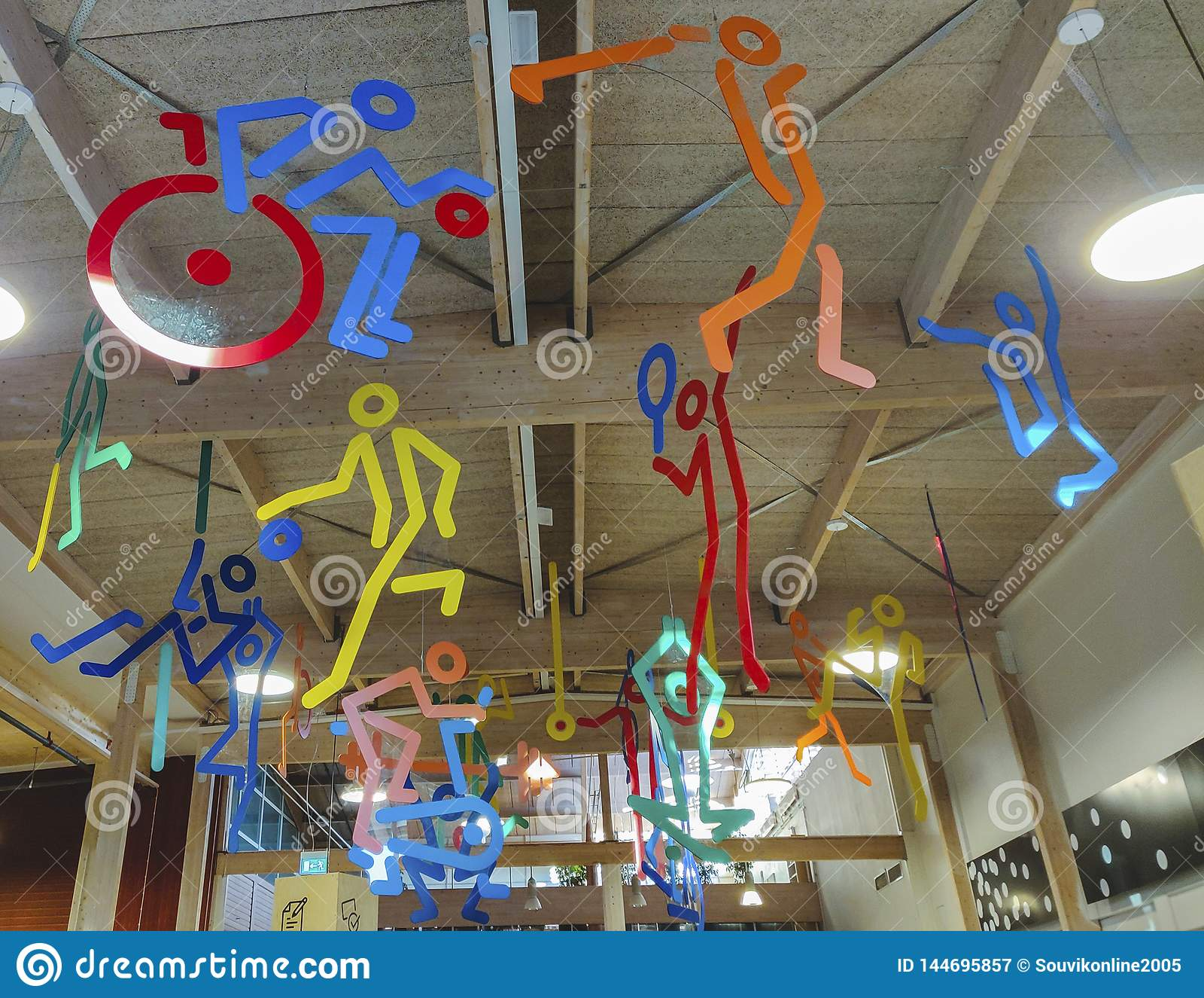 Πολλαπλάσιος αθλητισμός structre που κρεμά από τη στέγη, σύμβολο του κέντρ
