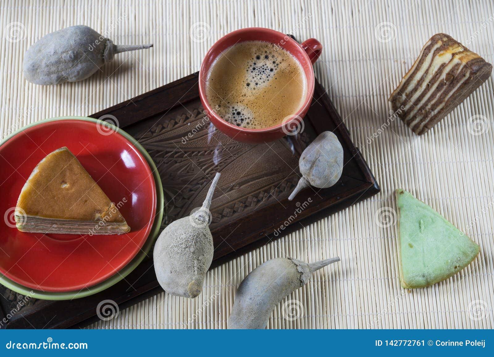 """Πολυ βαλμένο σε στρώσεις κέικ αποκαλούμενο """"νόμιμο λάπις λάζουλι """"ή """"spekkoek """"από την Ινδονησία"""