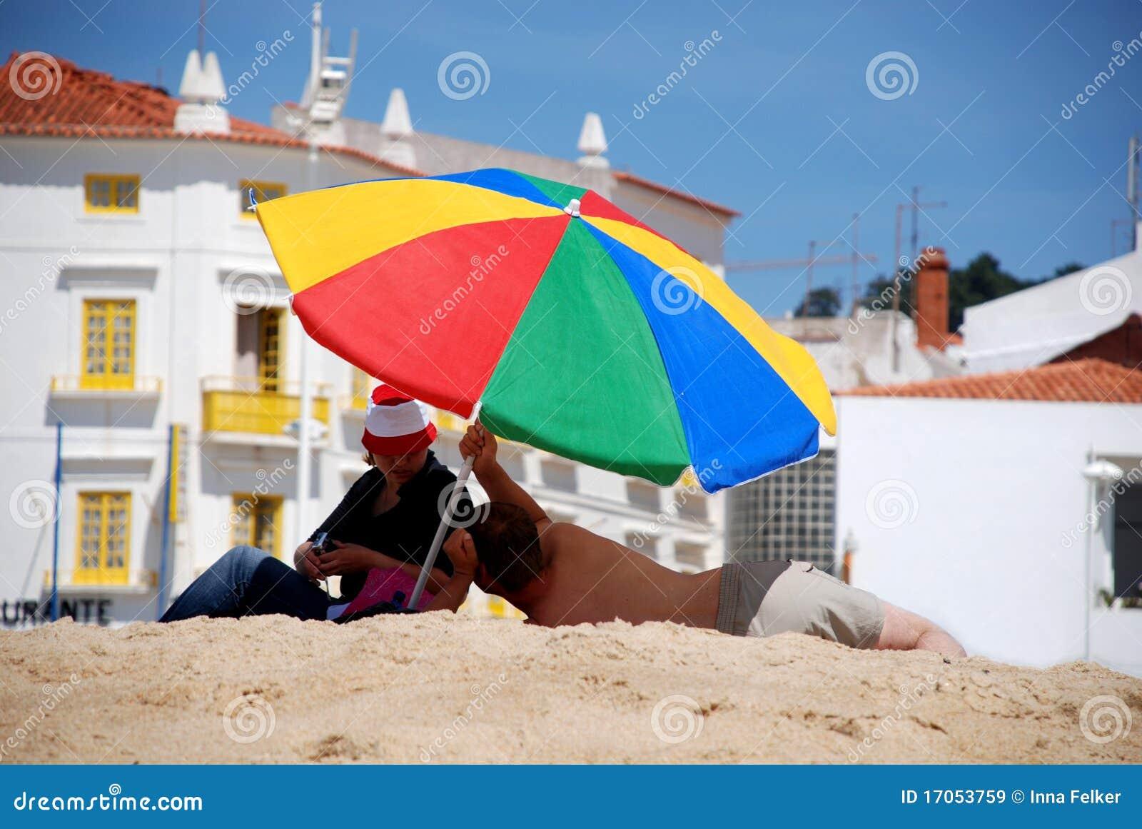 πολύχρωμη ομπρέλα παραλιών