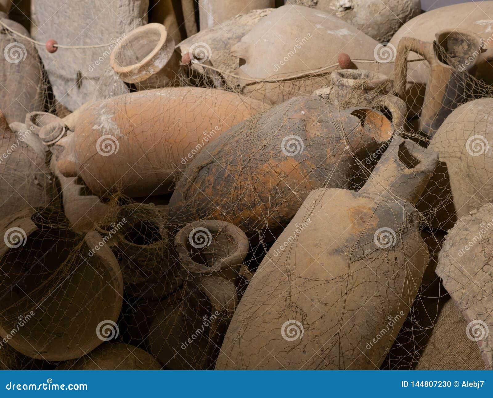 Πολύ αρχαίοι αμφορείς