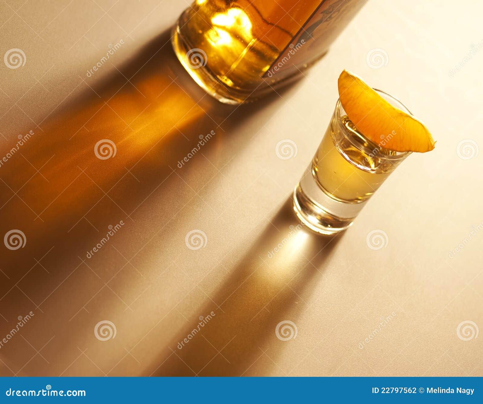 πορτοκαλί καλυμμένο tequila μπουκαλιών