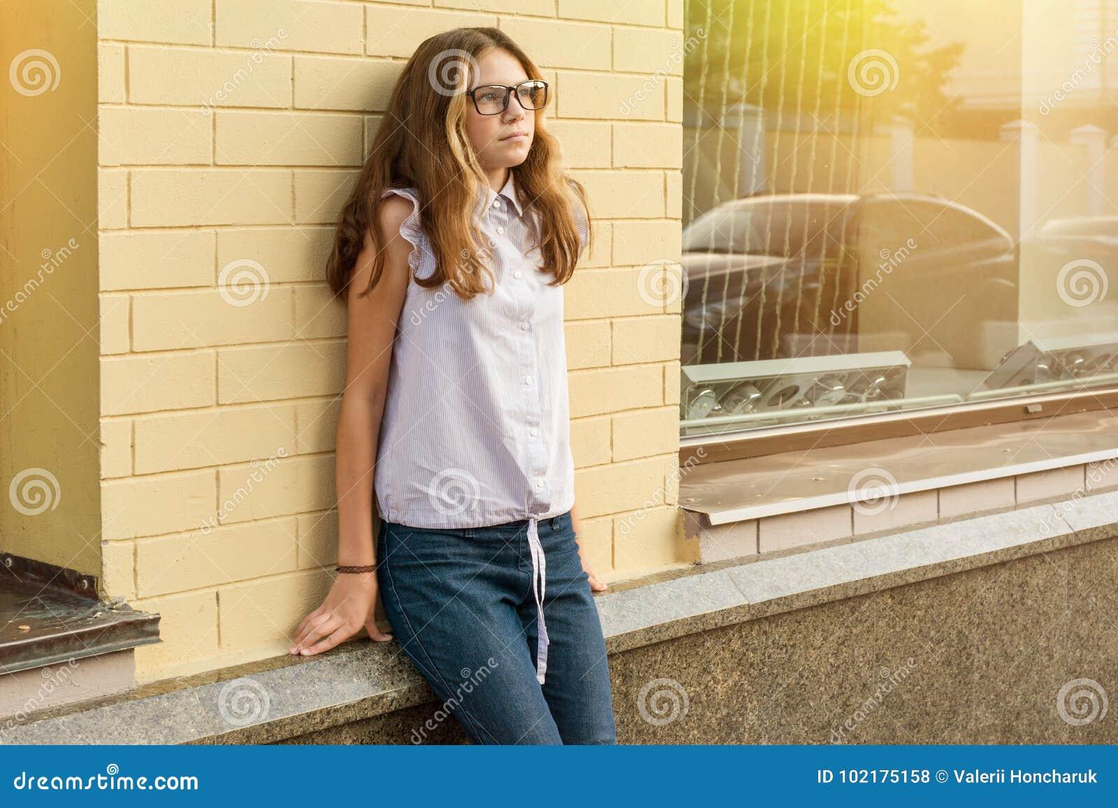 Πορτρέτο ενός έφηβη 13-14 χρονών