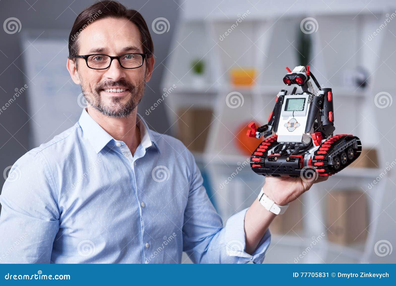 Πορτρέτο ενός ατόμου με το droid