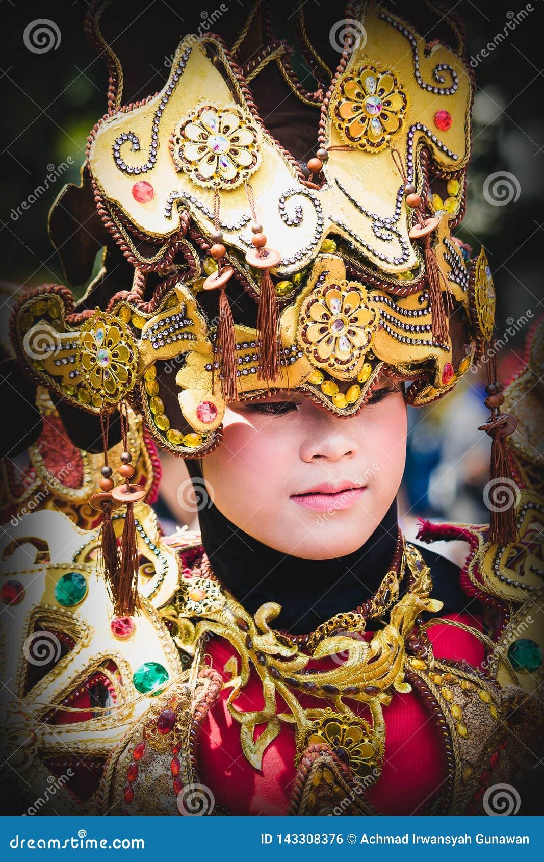 Πορτρέτο ενός κοριτσιού με το κοστούμι φαντασίας στο φεστιβάλ της Ασίας Αφρική