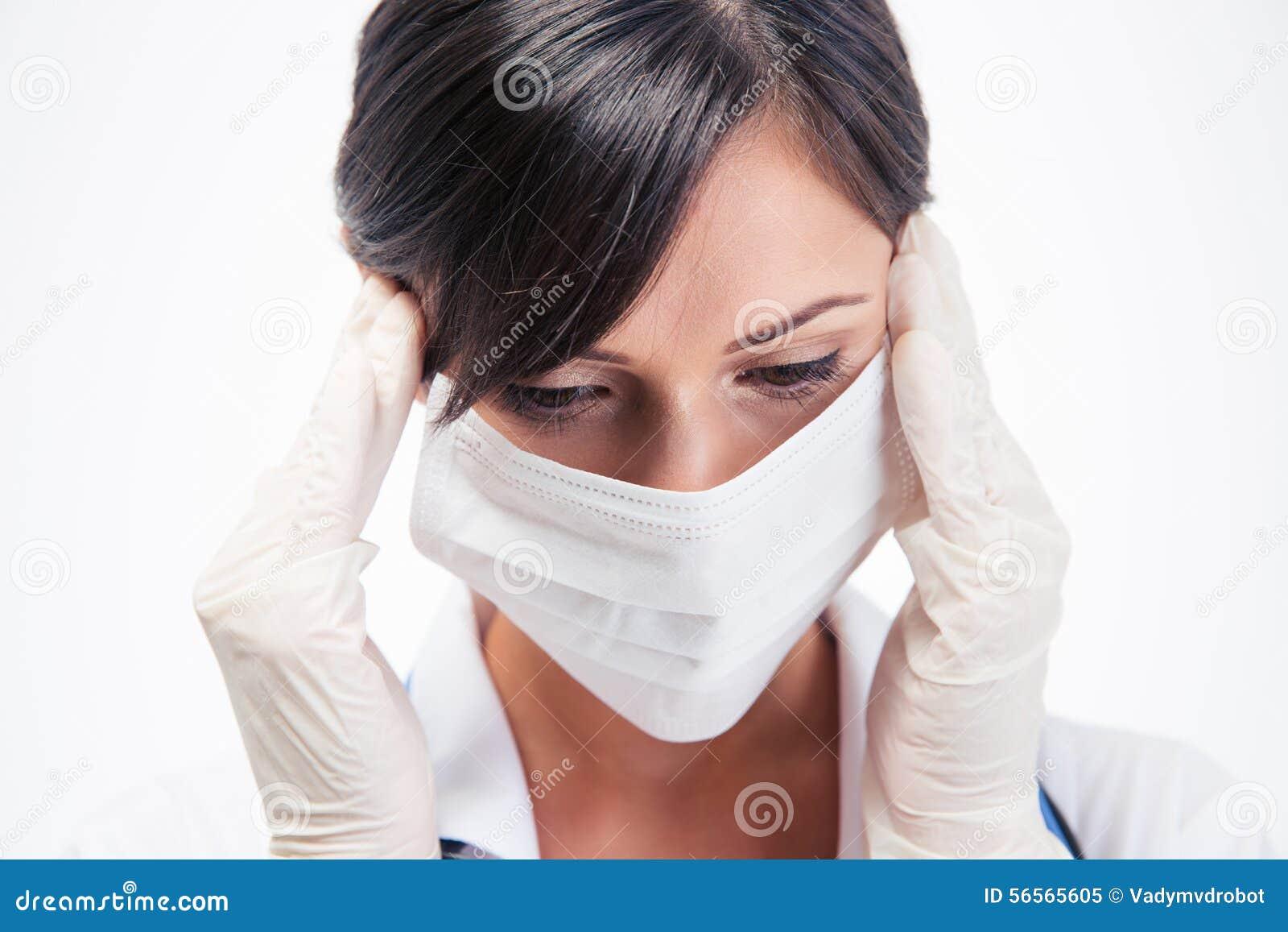 Download Πορτρέτο ενός σκεπτικού θηλυκού ιατρού στη μάσκα Στοκ Εικόνα - εικόνα από χαριτωμένος, ειδικός: 56565605