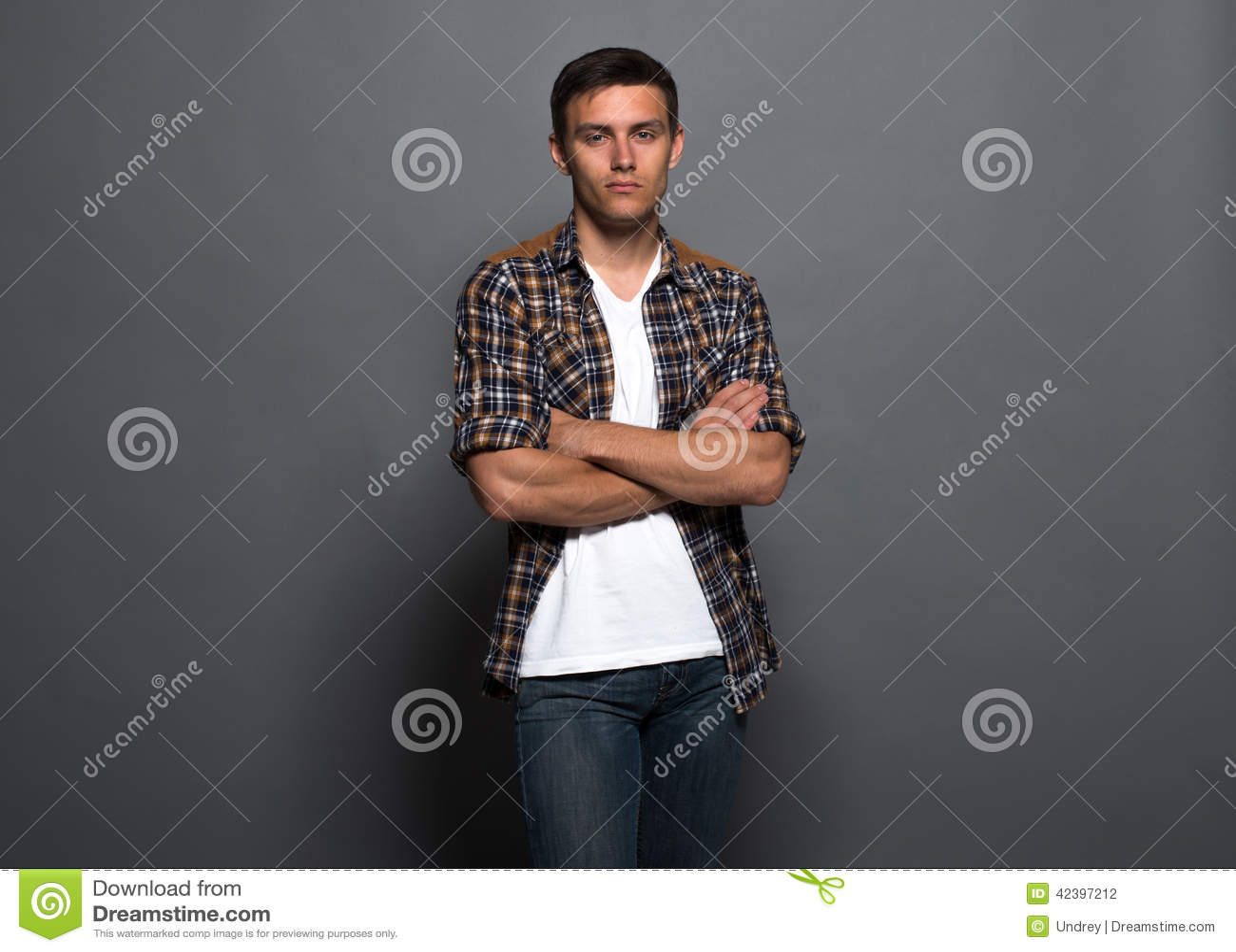 Πορτρέτο ενός όμορφου νεαρού άνδρα - σπουδαστής αστικός