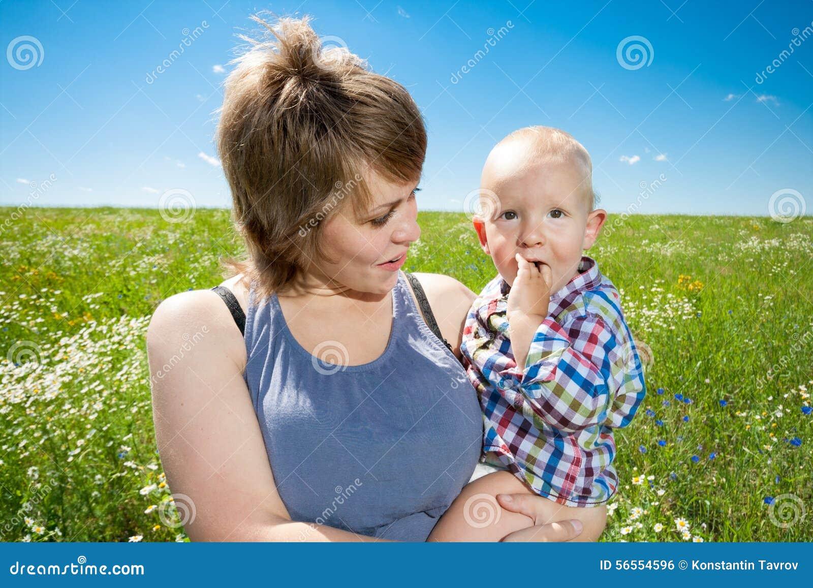 Download πορτρέτο μητέρων μωρών στοκ εικόνες. εικόνα από άτομα - 56554596