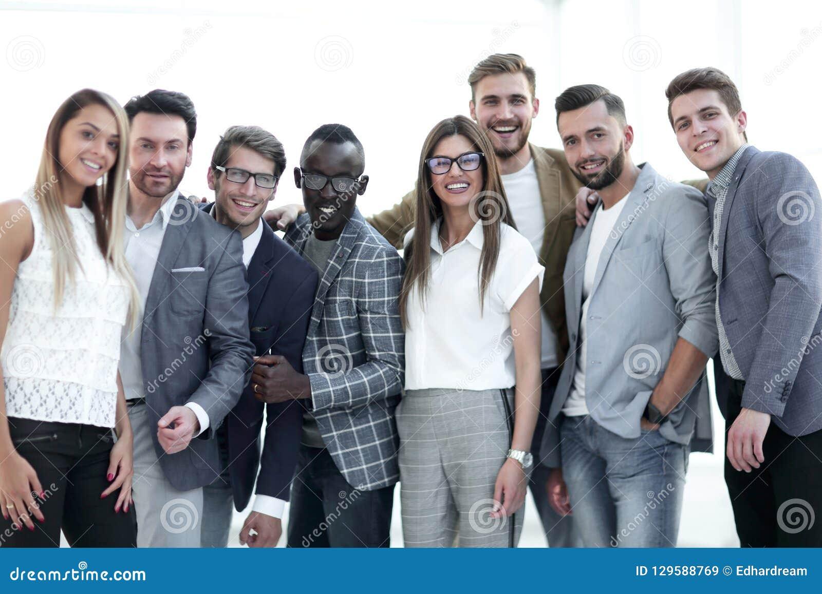 Πορτρέτο μιας ομάδας κύριων ειδικών μιας επιτυχούς επιχείρησης