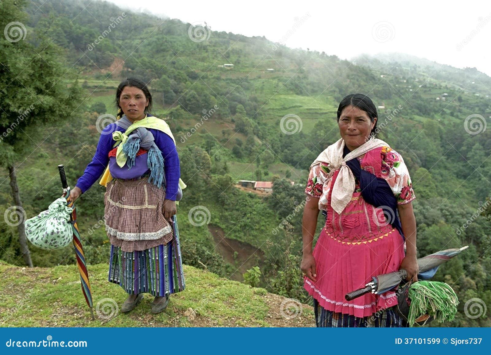 Πορτρέτο ομάδας των ινδικών γυναικών στα βουνά