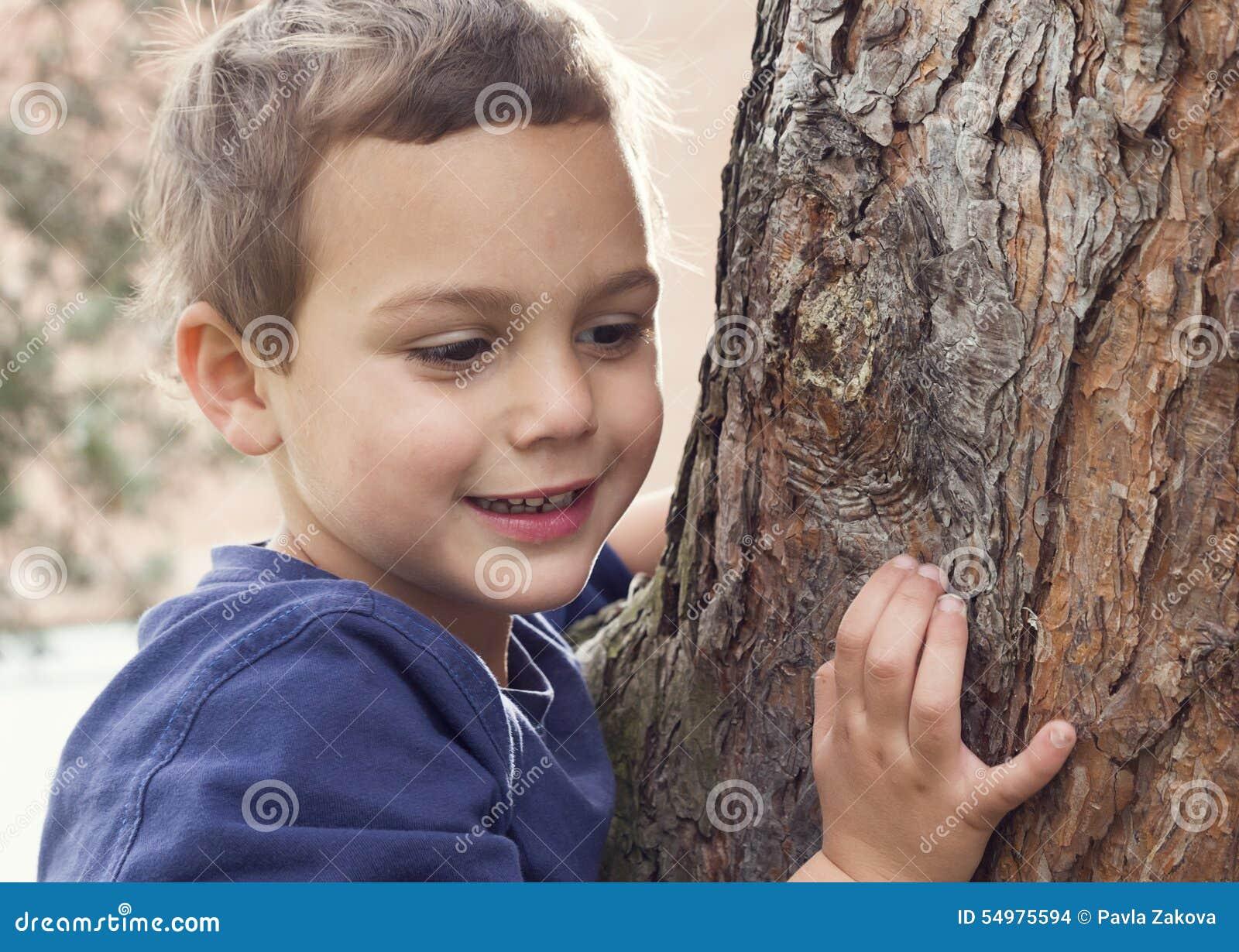 Πορτρέτο παιδιών από το δέντρο