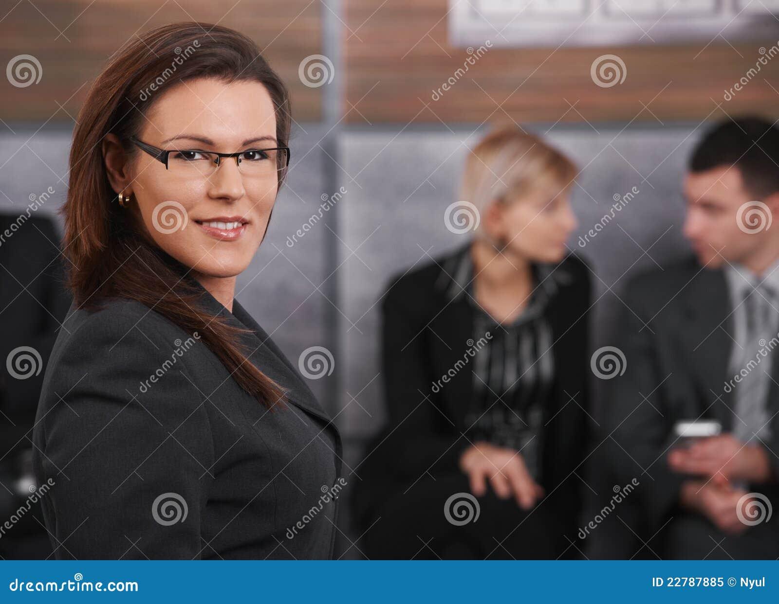 Πορτρέτο της μέσος-ενήλικης επιχειρηματία