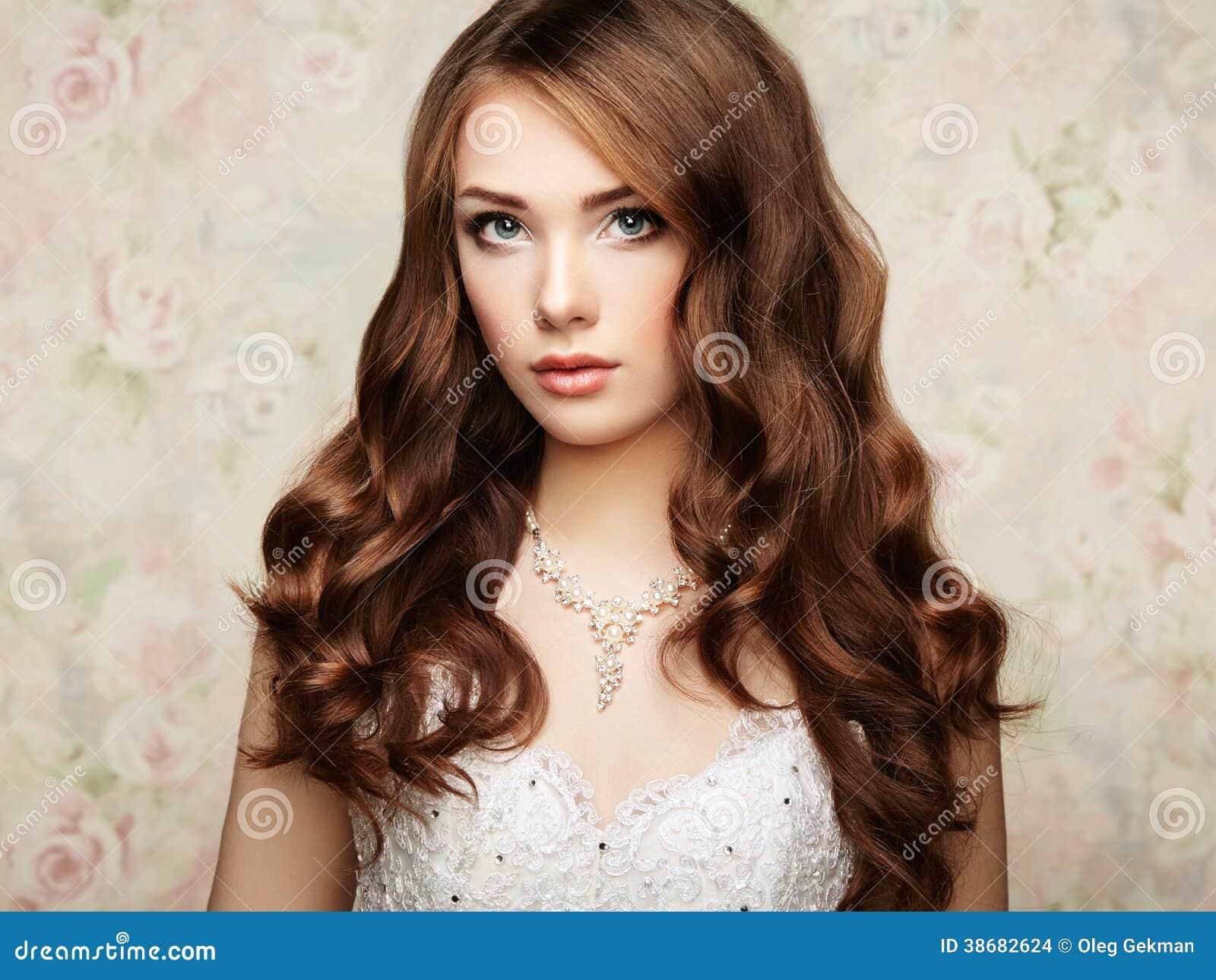 Πορτρέτο της όμορφης αισθησιακής γυναίκας