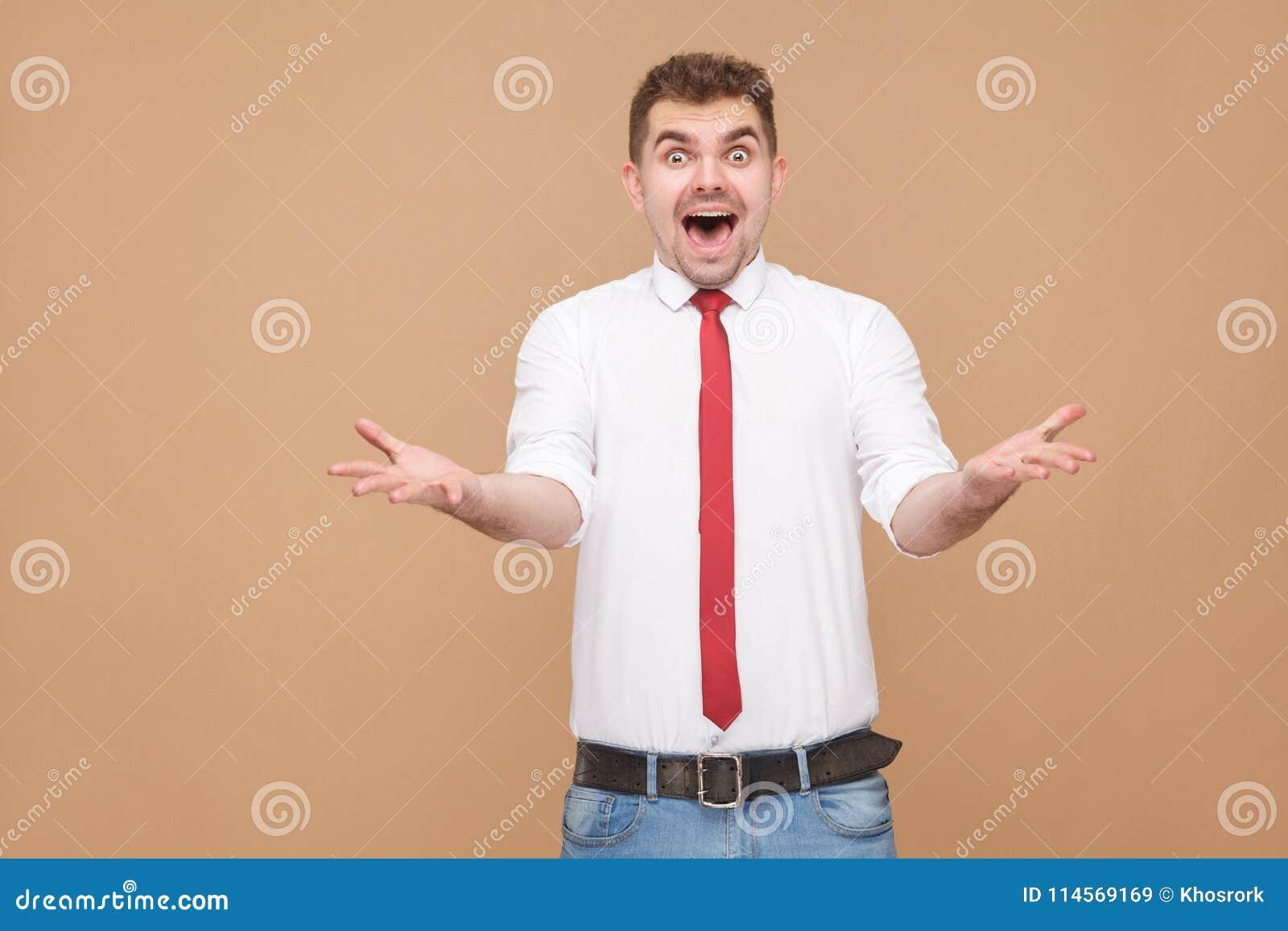 Πορτρέτο του έκπληκτου και συγκλονισμένου ατόμου με το ανοικτό στόμα