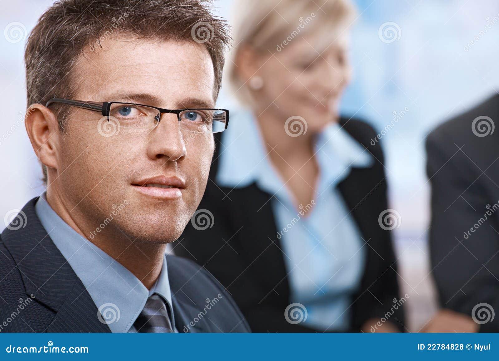 Πορτρέτο του επιχειρηματία στο γραφείο