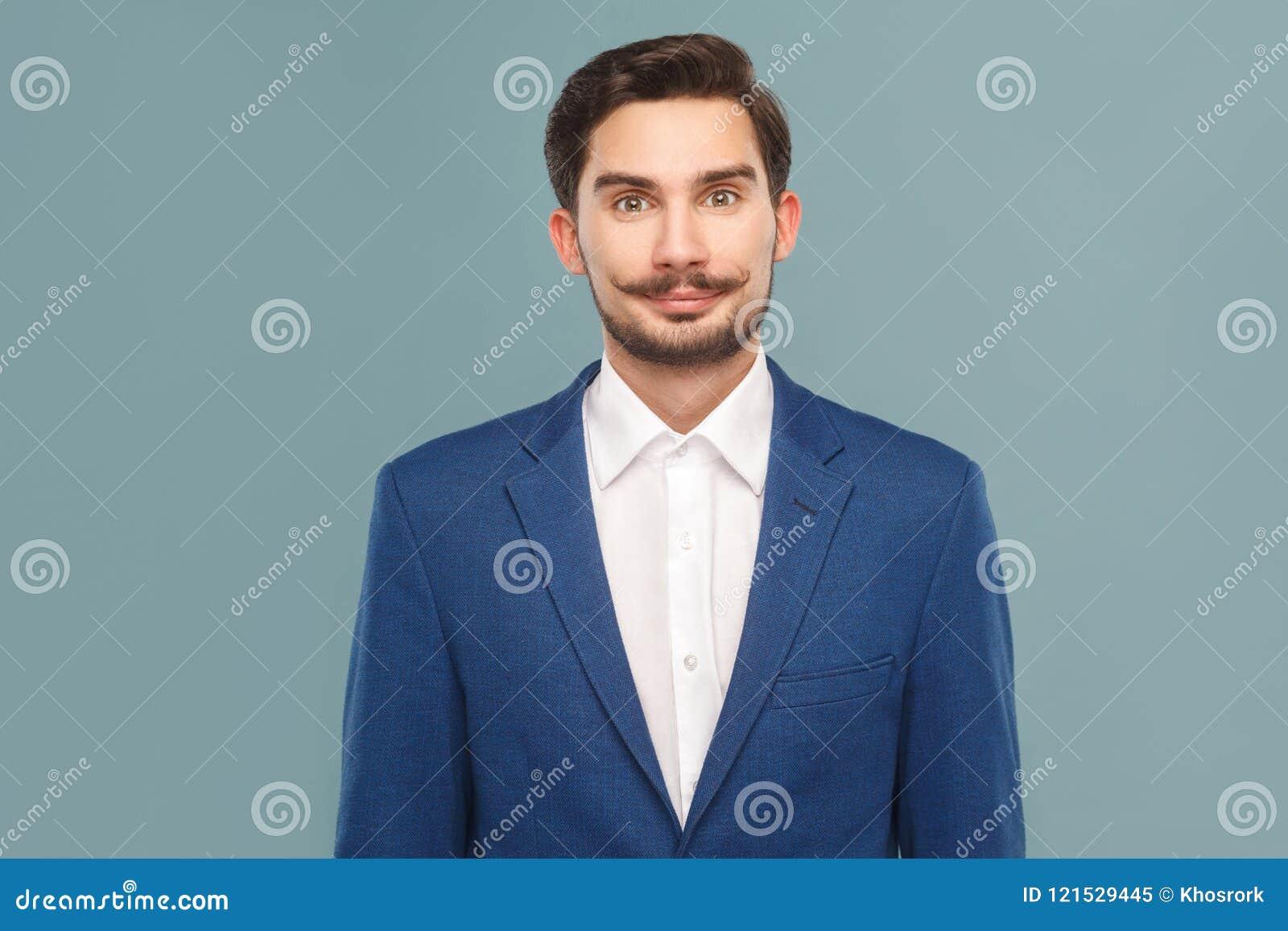 Πορτρέτο του επιχειρηματία smiley με το mustache