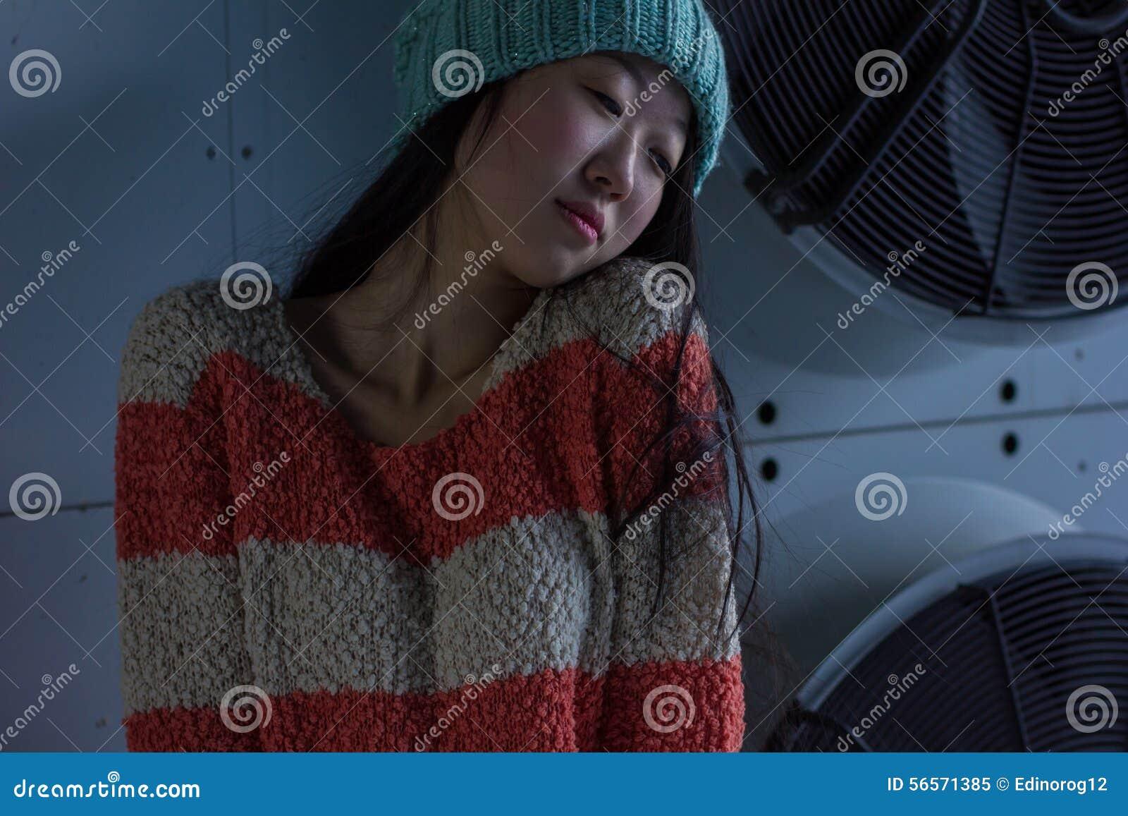 Download Πορτρέτο του μοντέρνου ασιατικού κοριτσιού στην οδό Στοκ Εικόνα - εικόνα από πολύ, ανατολικός: 56571385