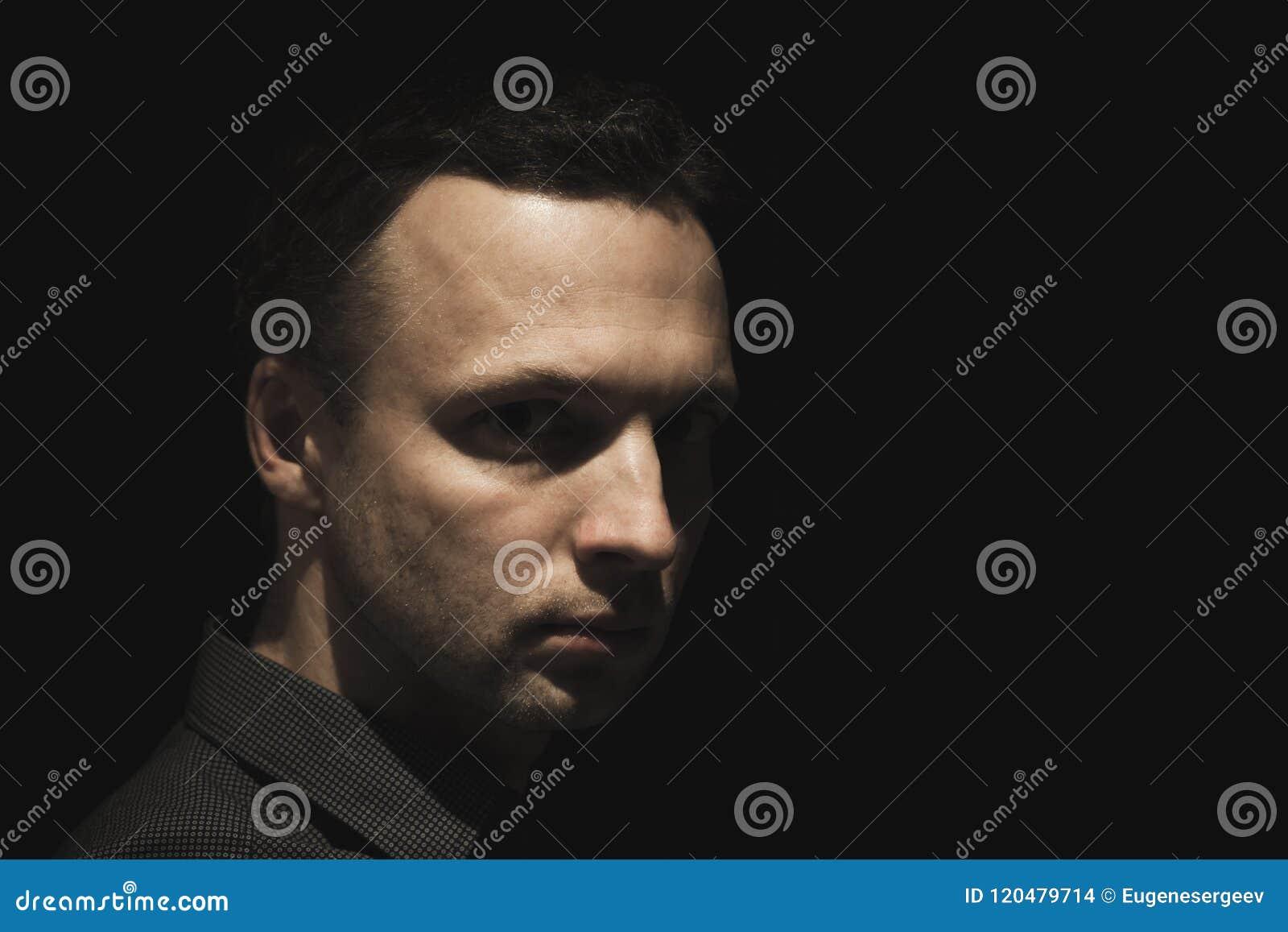Πορτρέτο του νέου ευρωπαϊκού ατόμου πέρα από το Μαύρο