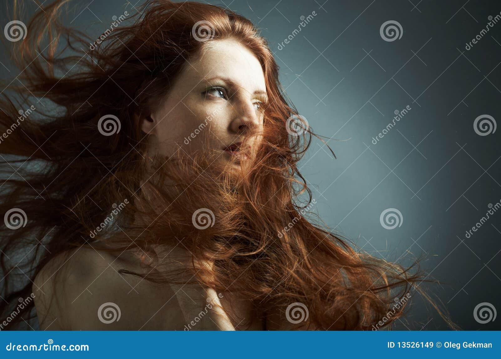 Πορτρέτο του νέου προκλητικού κοριτσιού