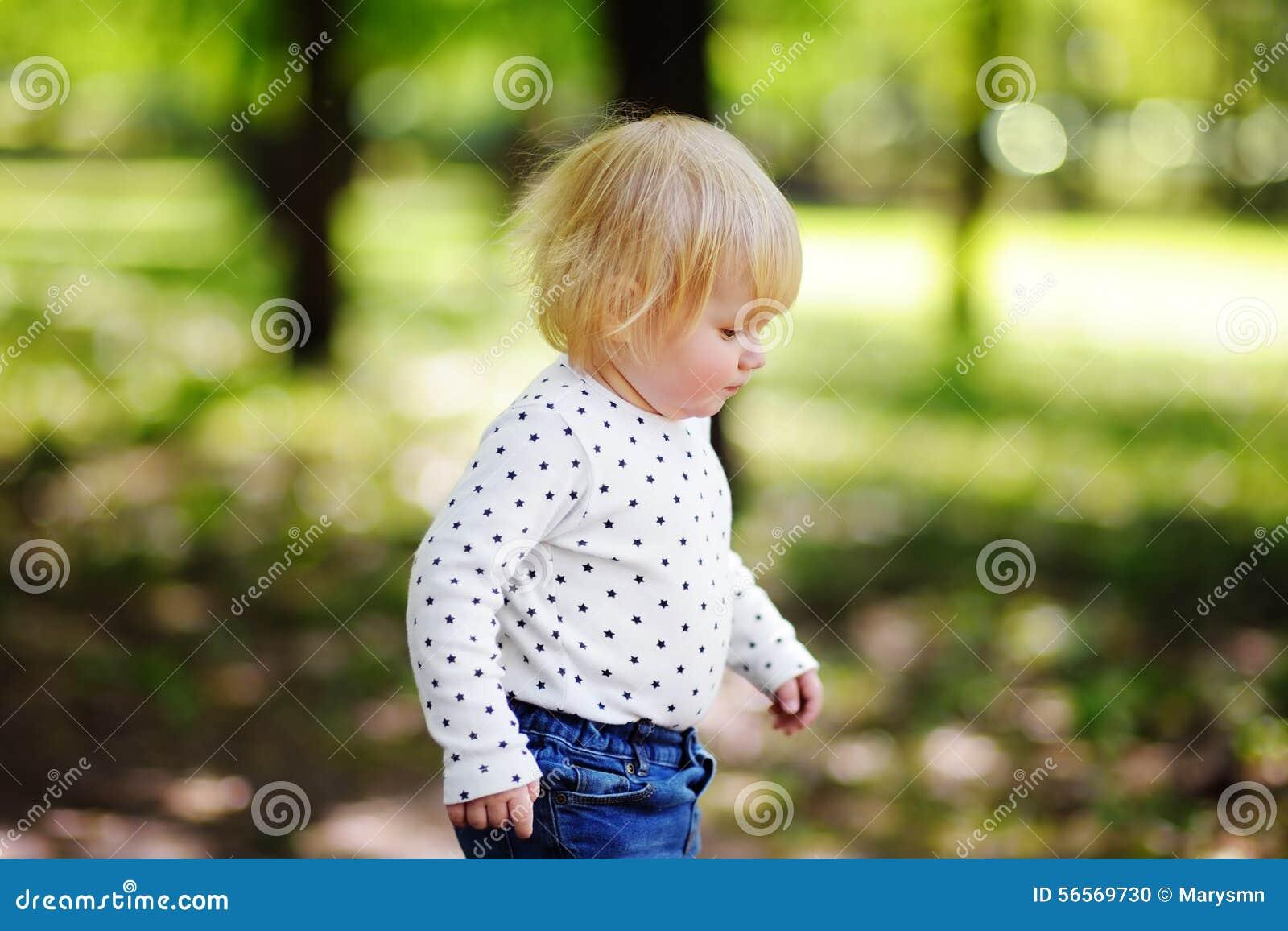 Download Πορτρέτο του παιδιού μικρών παιδιών Στοκ Εικόνες - εικόνα από ανάπτυξη, πόλη: 56569730