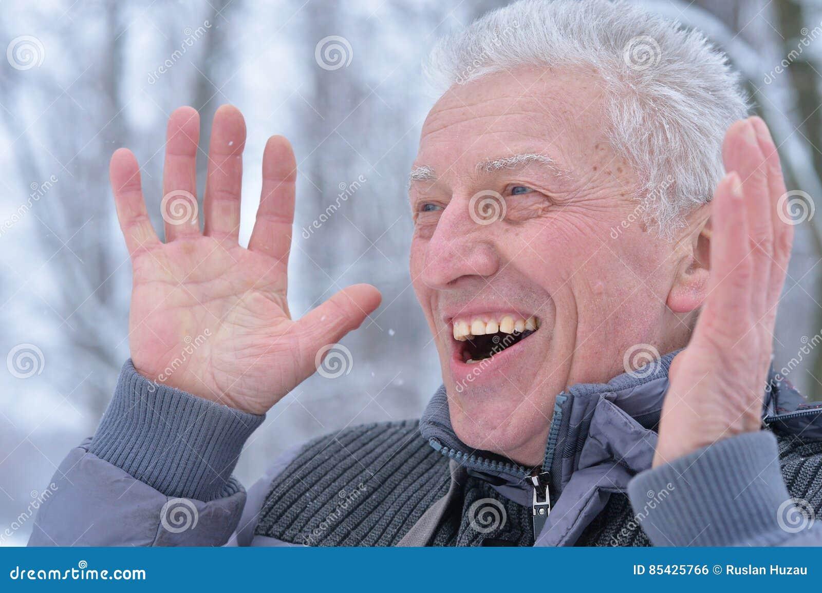 Πορτρέτο του ώριμου ατόμου με τη έκφραση του προσώπου