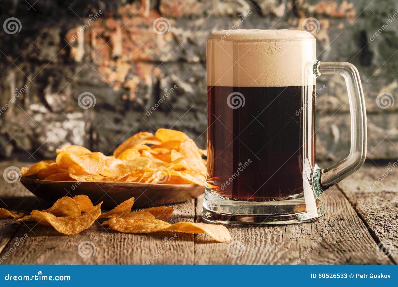 Ποτήρι της σκοτεινής μπύρας