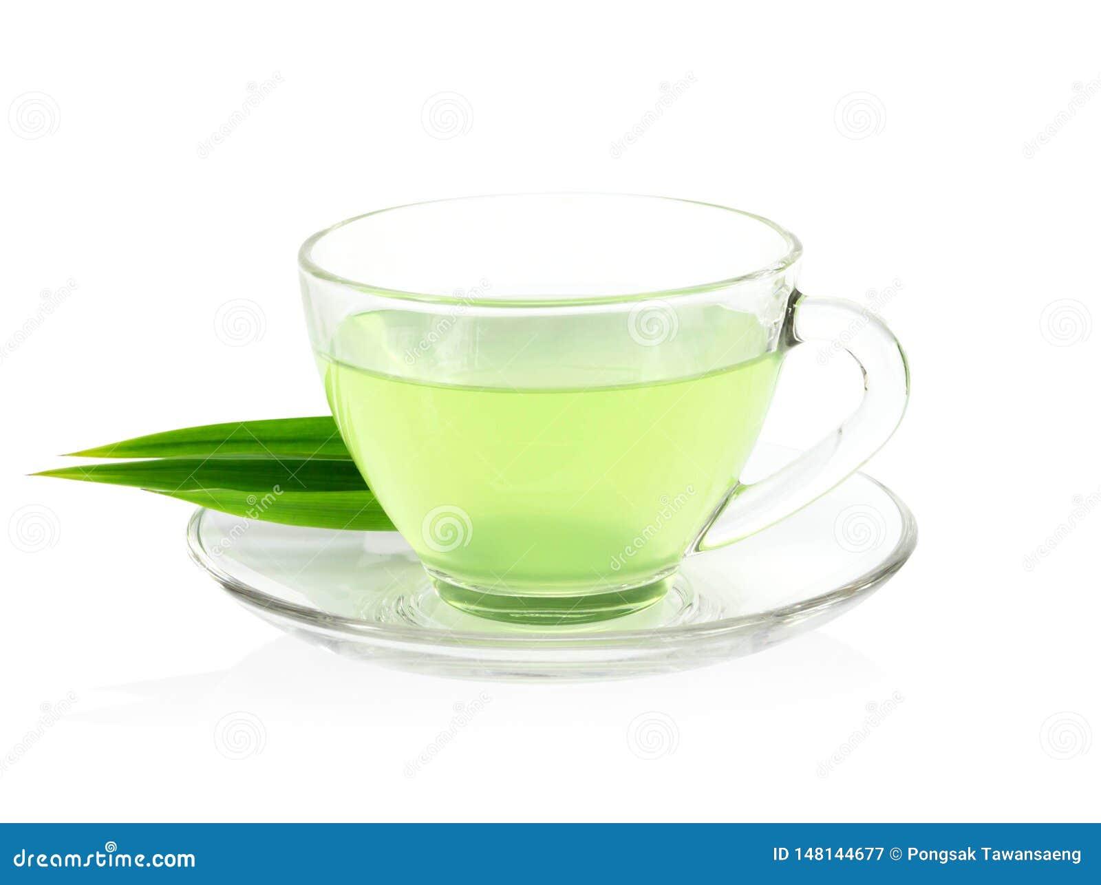 Ποτήρι του pandan χυμού με τα πράσινα φύλλα που απομονώνονται στο άσπρο υπόβαθρο