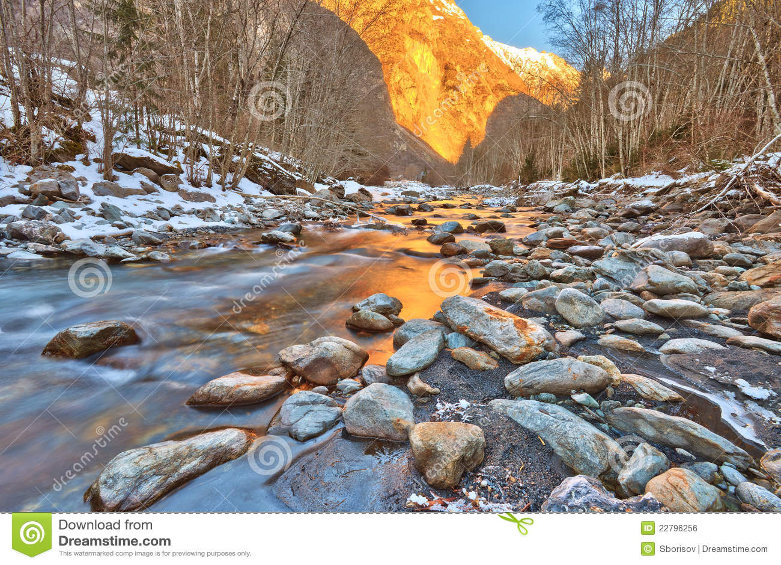 ποταμός βουνών ορών