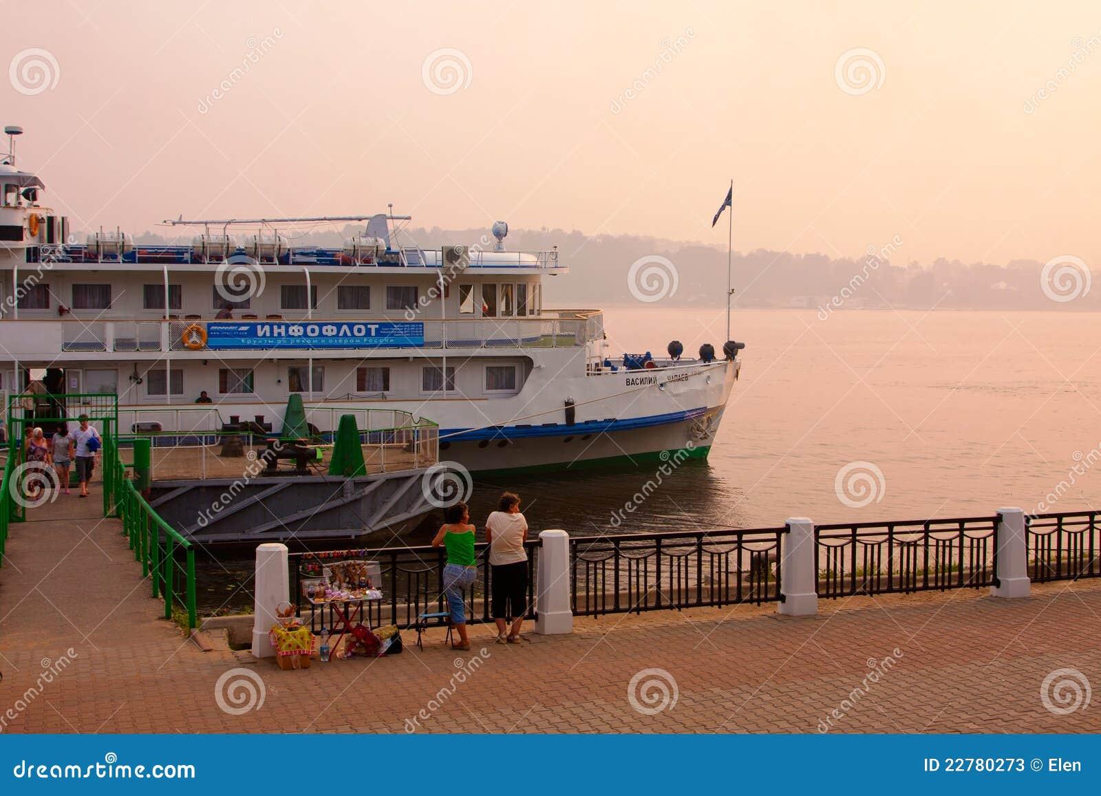 Ποταμός Βόλγας και ταχύπλοο σκάφος