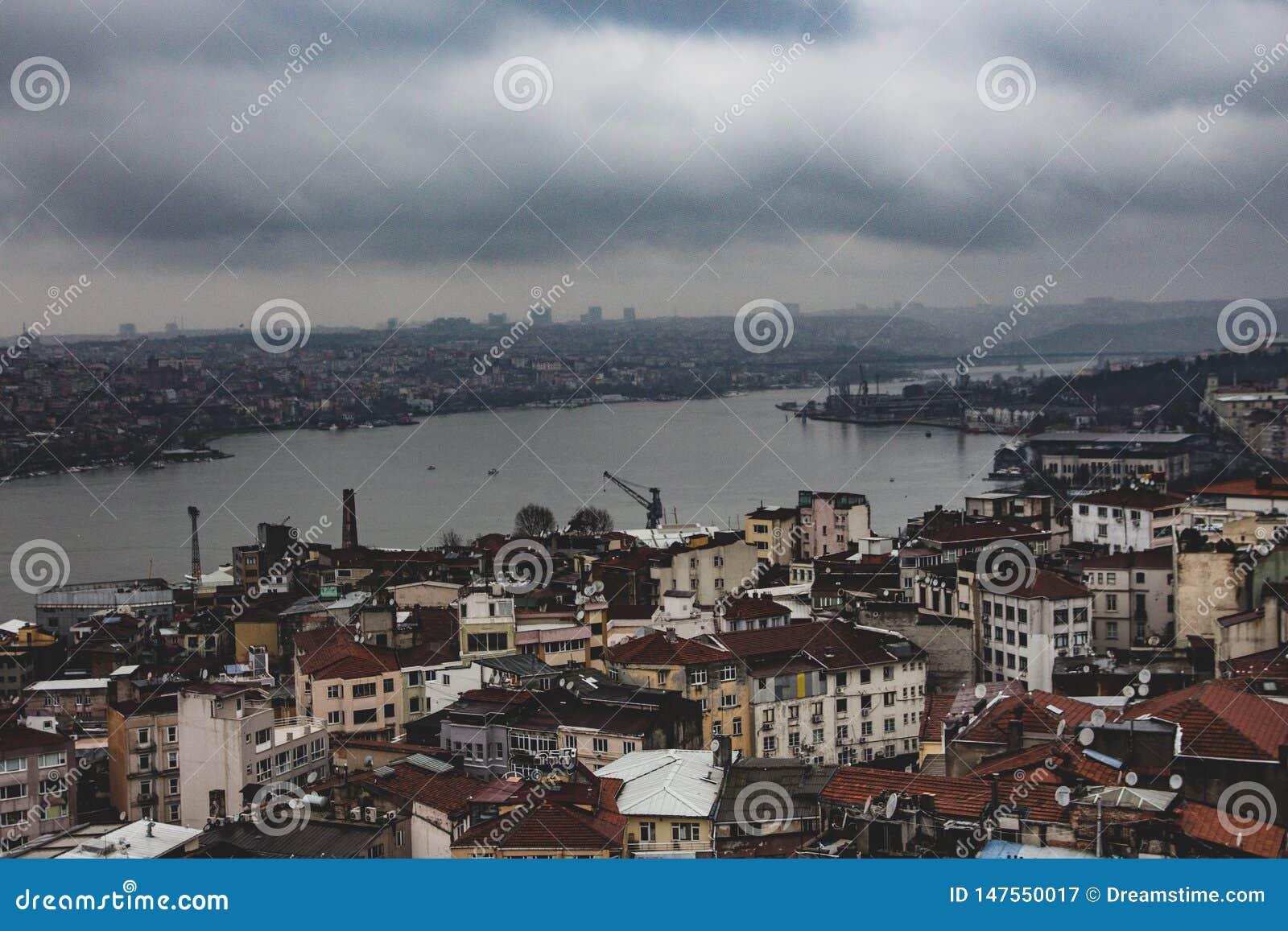 Ποταμός του Βοσπόρου στη Ιστανμπούλ όπως βλέπει από τον πύργο Galatea