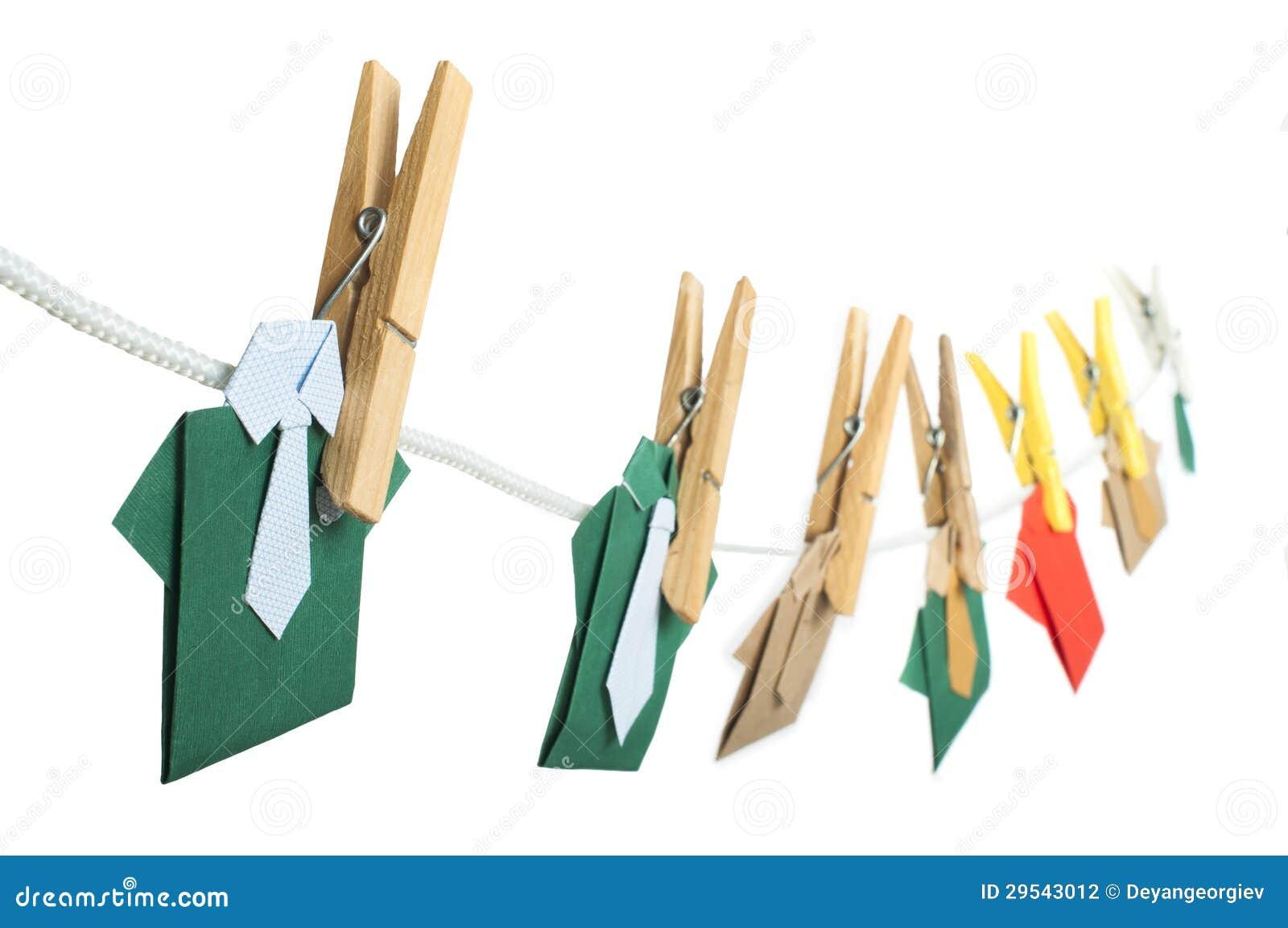 Πουκάμισα Origami στο σχοινί