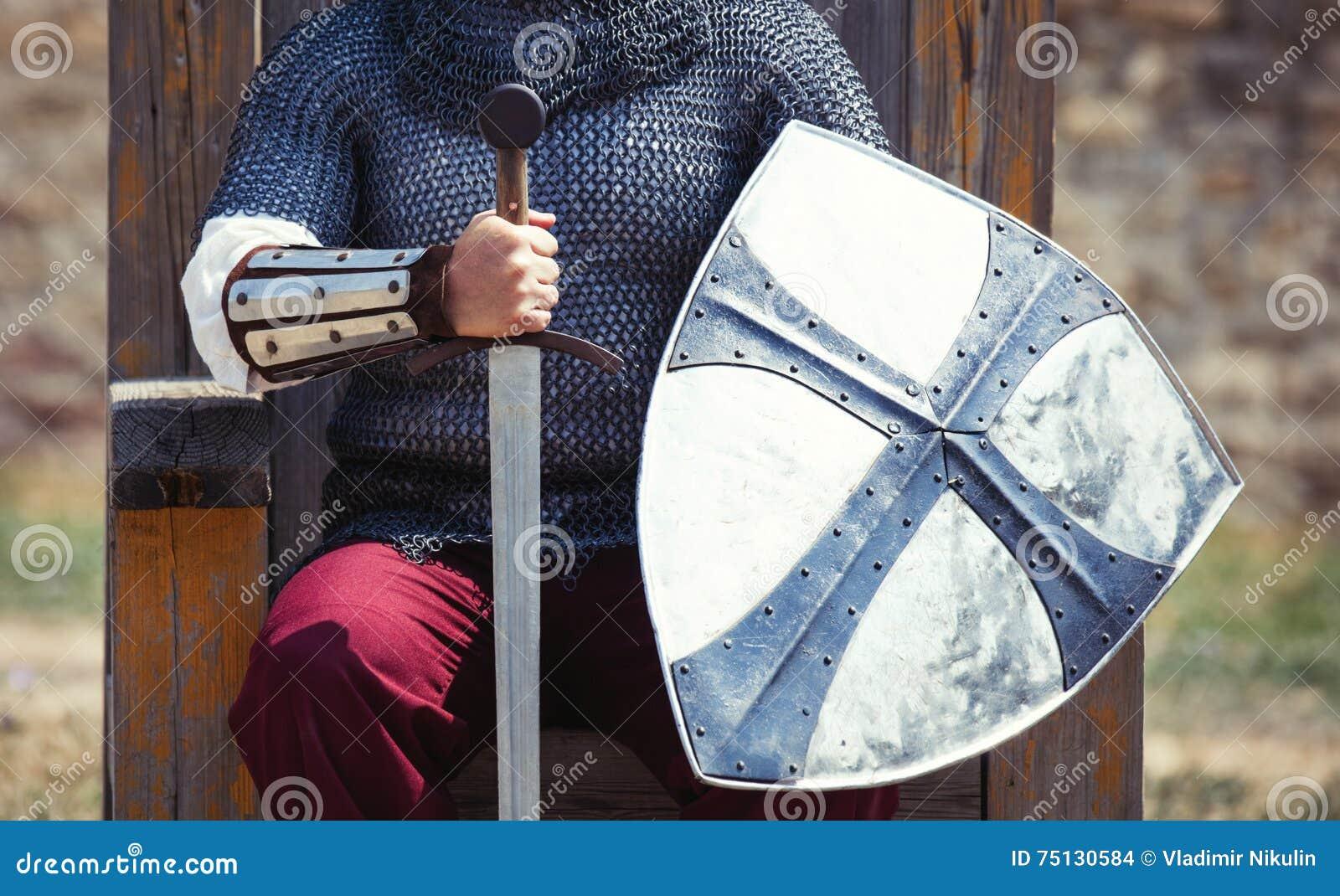 Πολεμιστής με το ξίφος και την ασπίδα