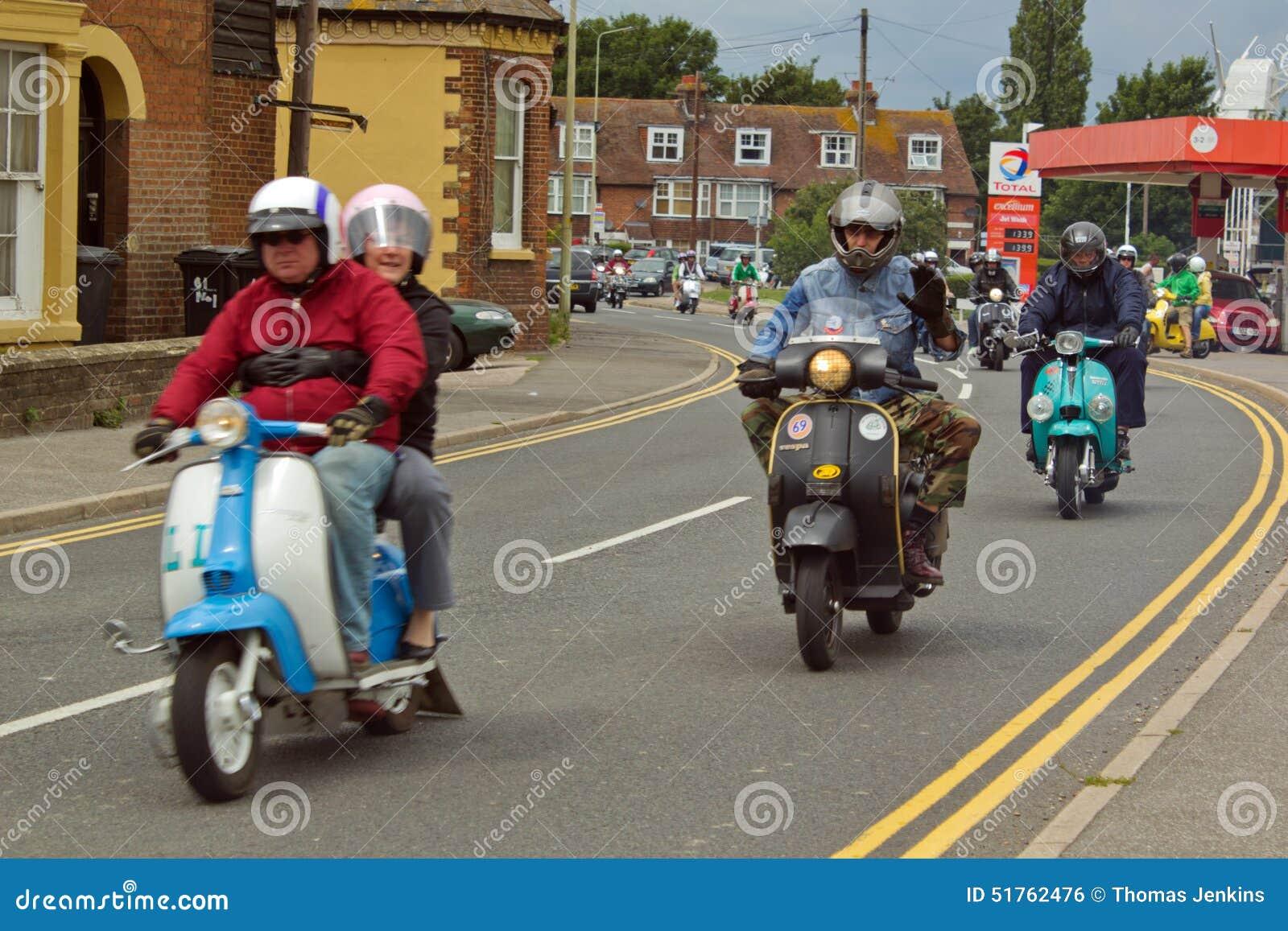 Ποδηλάτες στα μηχανικά δίκυκλα στη συνάθροιση στη σίκαλη στο Σάσσεξ, UK