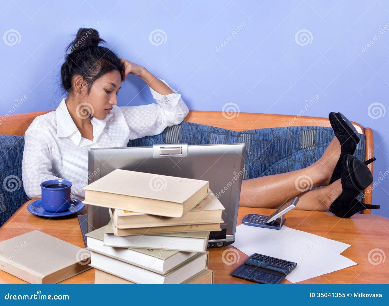 Πολυάσχολη γυναίκα
