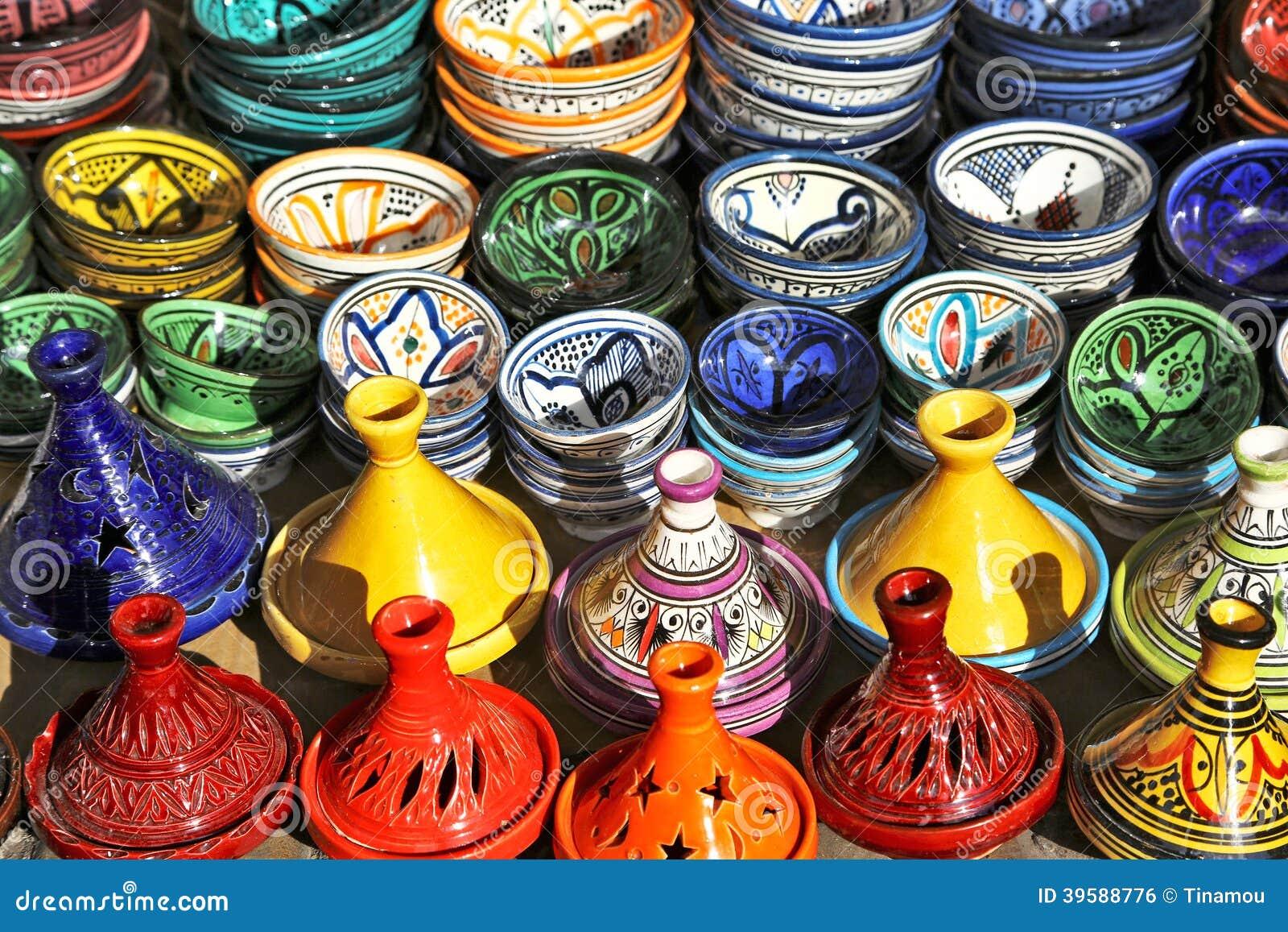 Πολύχρωμη αγγειοπλαστική στην πώληση στο Μαρακές, Μαρόκο