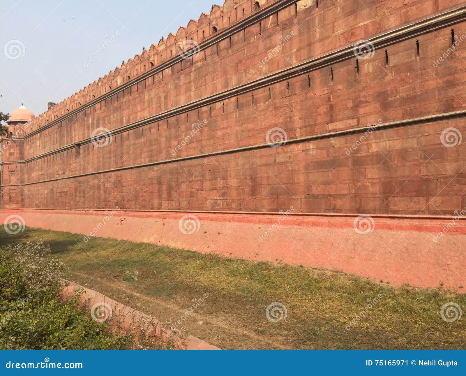 Πολύ κόκκινος χρωματισμένος τοίχος (μνημείο - κόκκινο οχυρό)