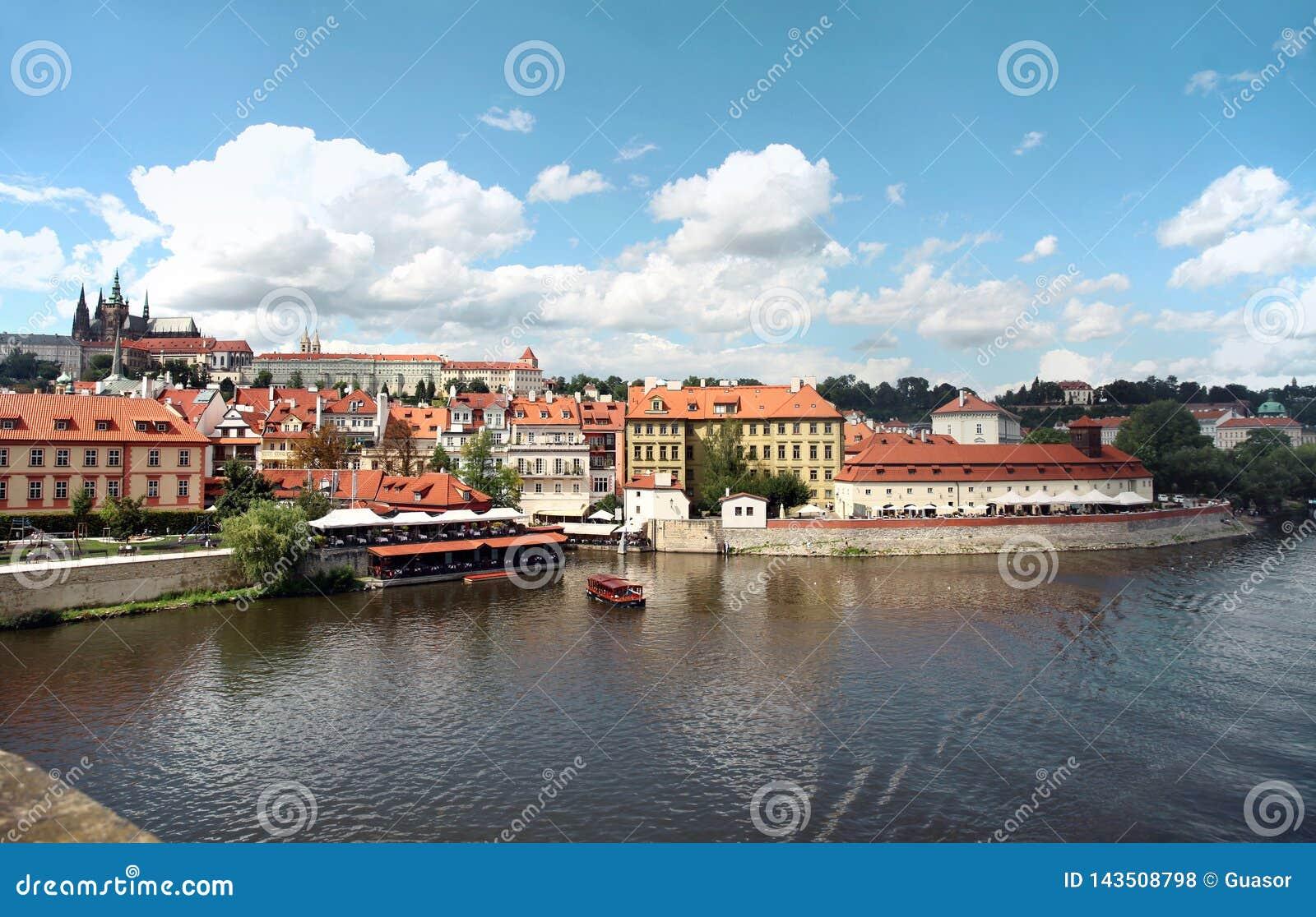 Πράγα, Δημοκρατία της Τσεχίας, άποψη του Κάστρου της Πράγας, ποταμός Vltava από τη γέφυρα του Charles