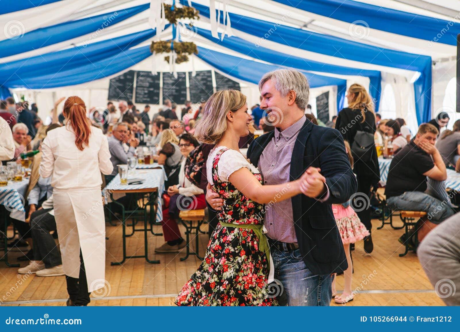 Πράγα, στις 23 Σεπτεμβρίου 2017: Γιορτάζοντας το παραδοσιακό γερμανικό φεστιβάλ μπύρας αποκαλούμενο Oktoberfest στη Δημοκρατία τη