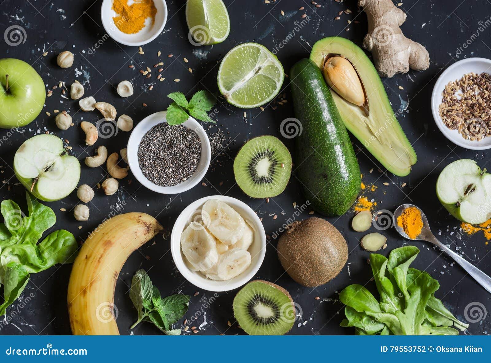 Πράσινα συστατικά καταφερτζήδων Μαγειρεύοντας υγιείς καταφερτζήδες detox Σε μια σκοτεινή ανασκόπηση