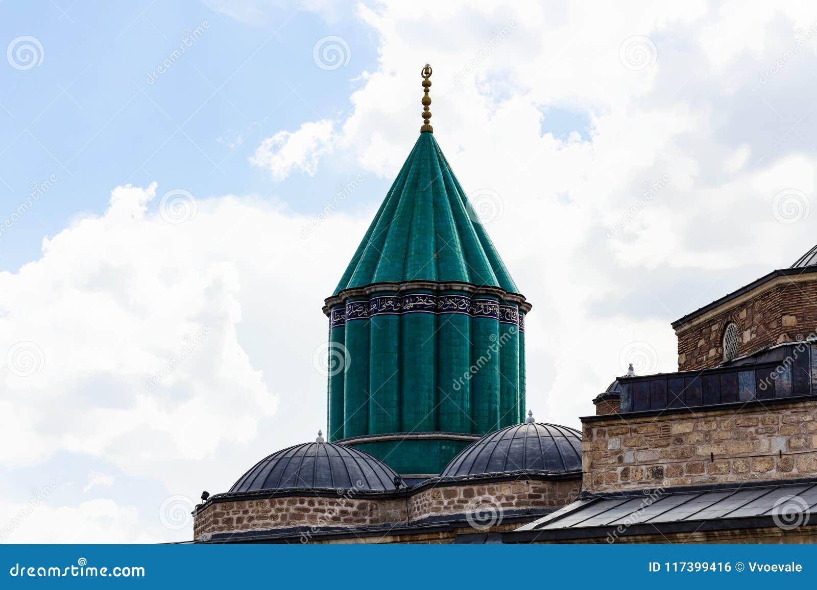 πράσινοι θόλος και στέγη της λάρνακας της Rumi στην πόλη Konya