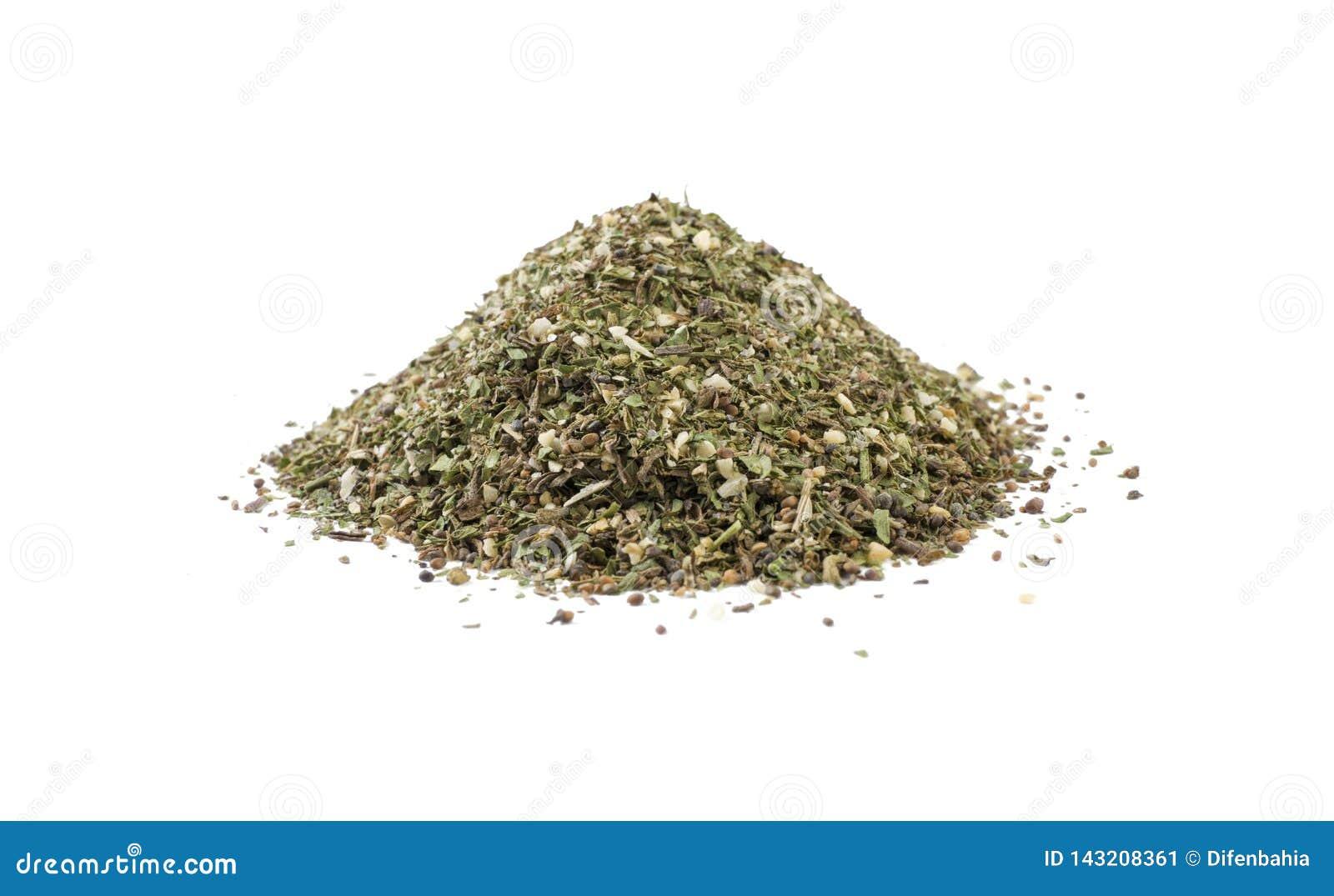 Πράσινος αλμυρός μίγμα ή σωρός Chubritsa που απομονώνεται στο άσπρο υπόβαθρο Μπροστινή όψη