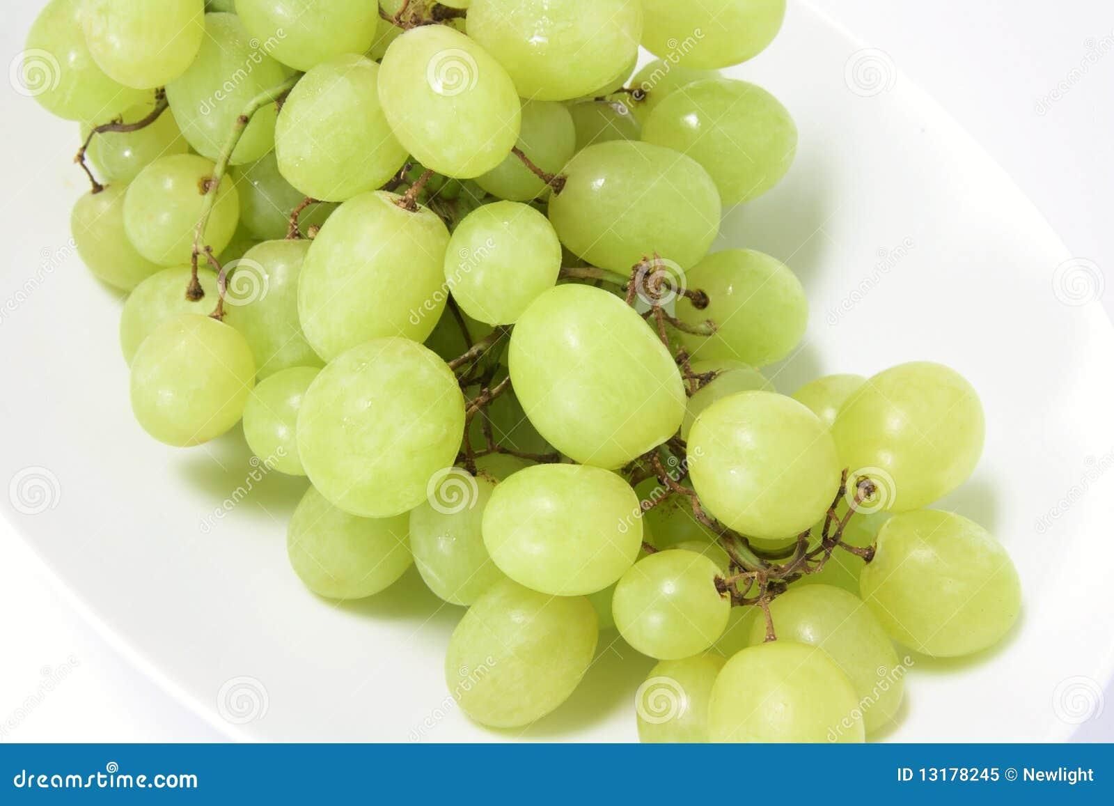 πράσινο πιάτο σταφυλιών δ&epsilo