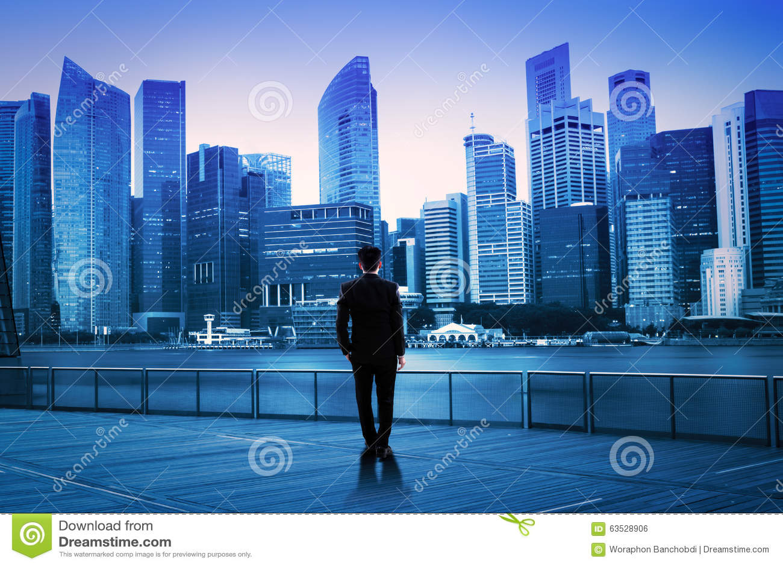 πράσο επιχειρησιακών επιχειρηματιών  brainstorming  ανασκόπησης που φαίνεται συλλογισμός ψηλός σκεπτόμενος επάνω το λευκό απεικόν
