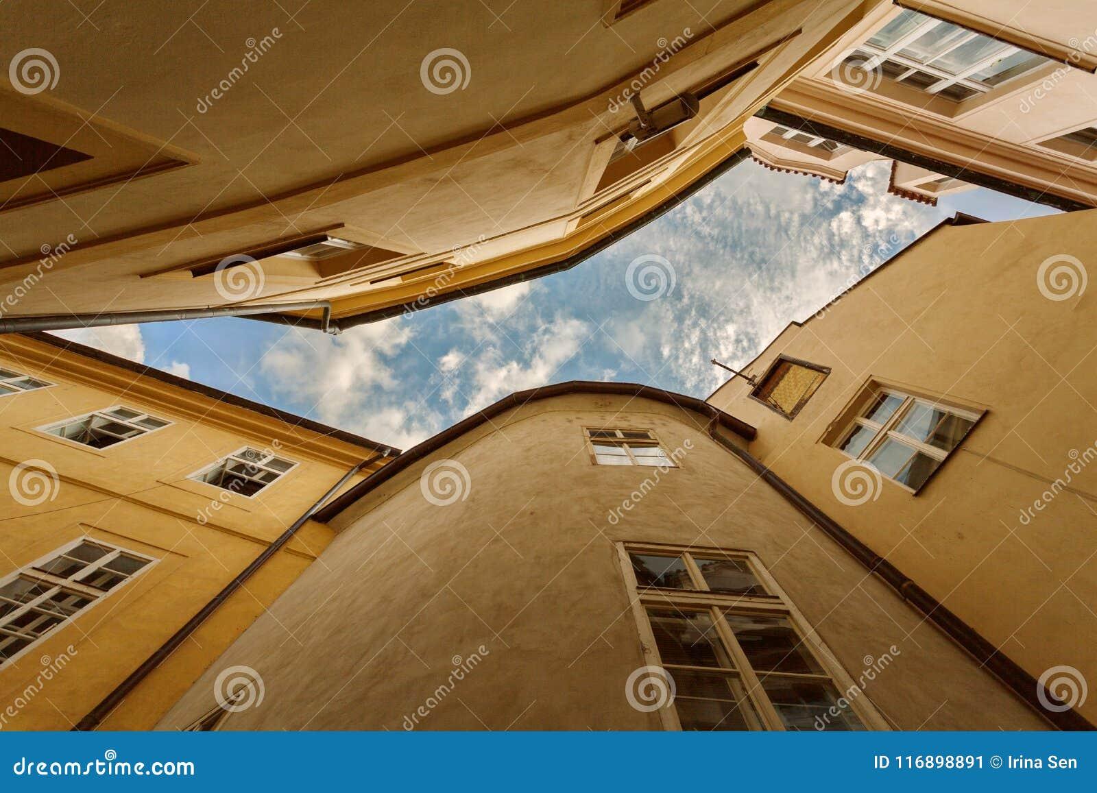ΠΡΑΓΑ, ΒΟΗΜΙΑ, ΔΗΜΟΚΡΑΤΊΑ ΤΗΣ ΤΣΕΧΊΑΣ - χαρακτηριστικός ορίζοντας της παλαιάς πόλης